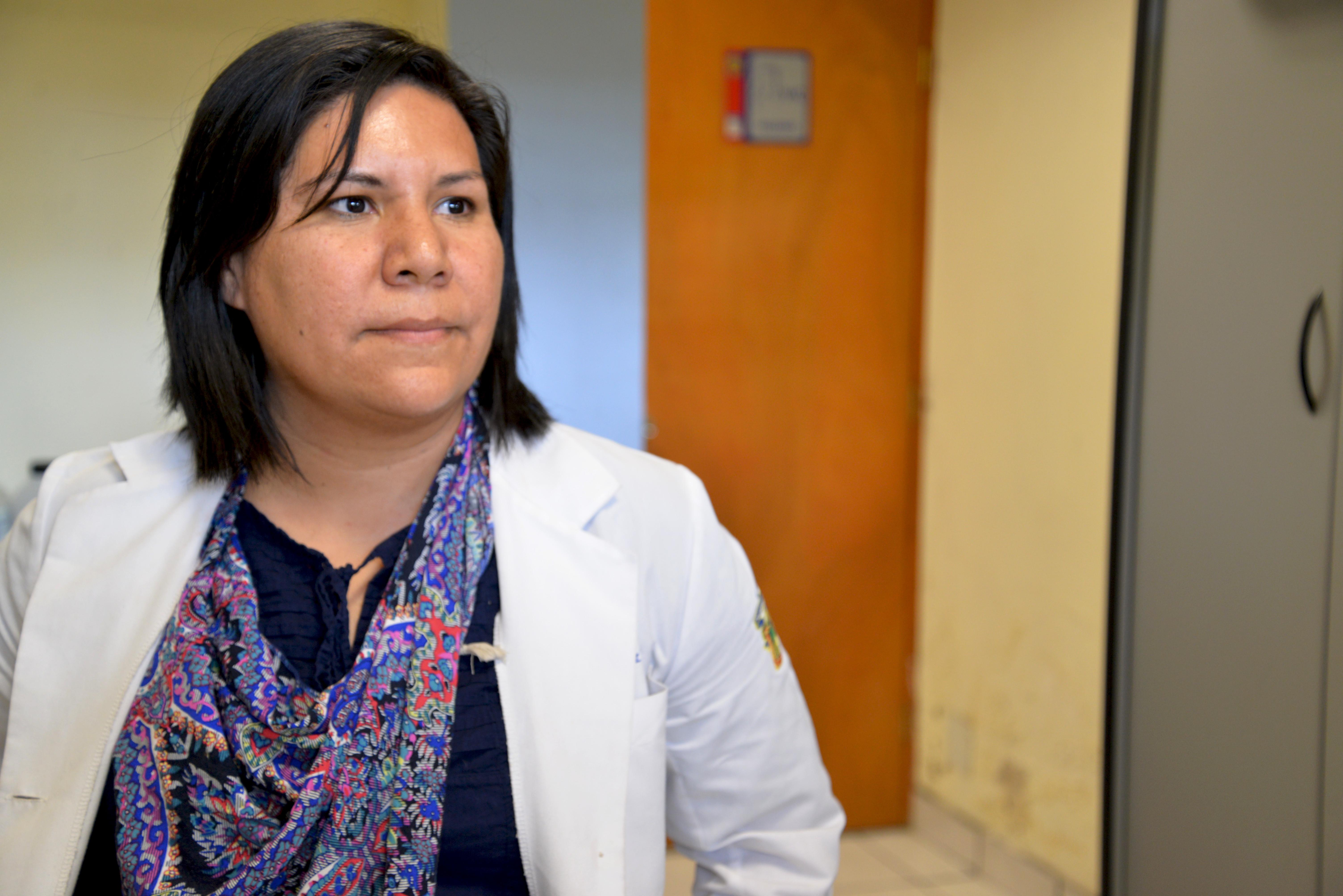 Dra. Sandra López Verdín posa para la foto
