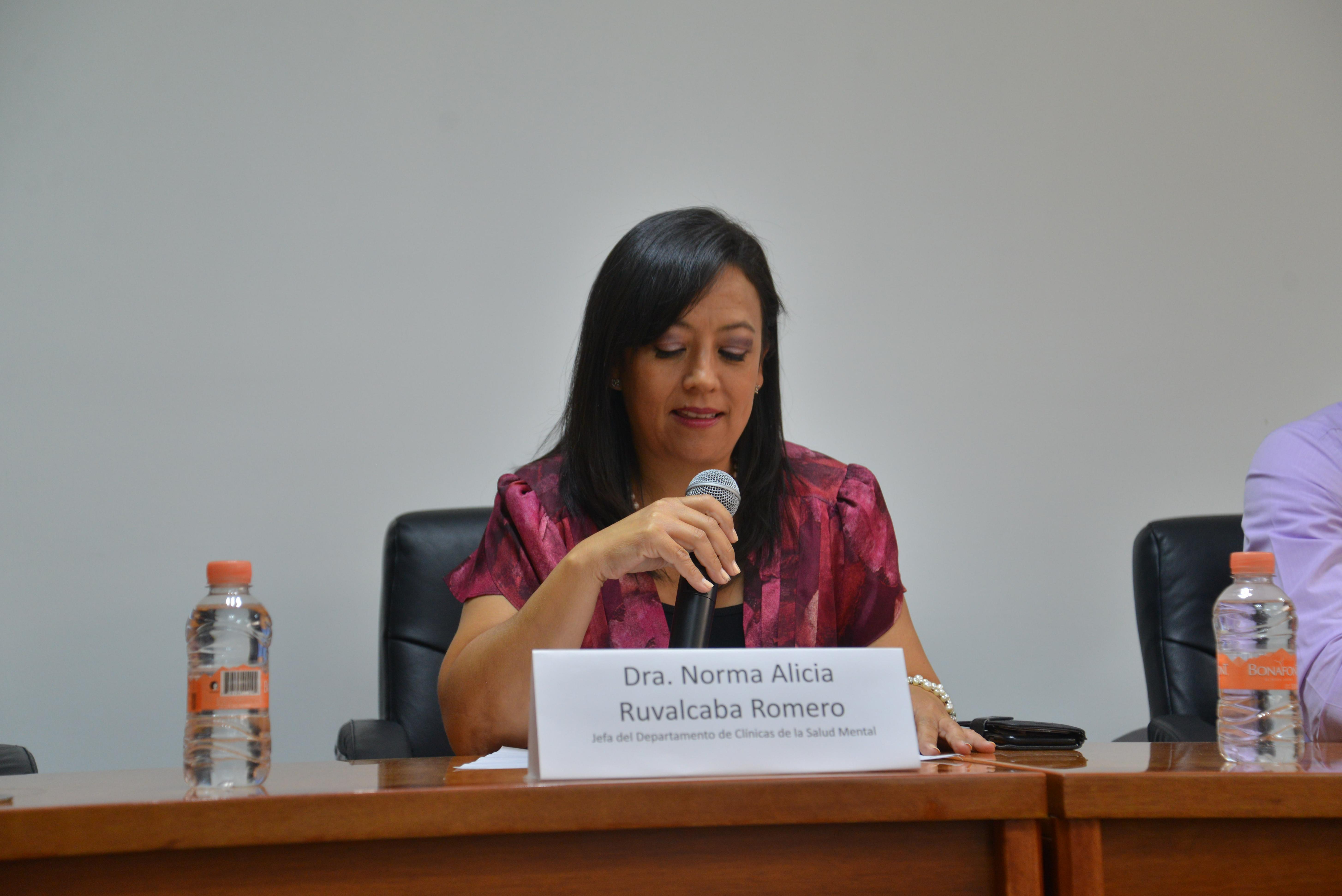Dra. Norma Alicia Ruvalcaba, dando discurso en acto inaugural
