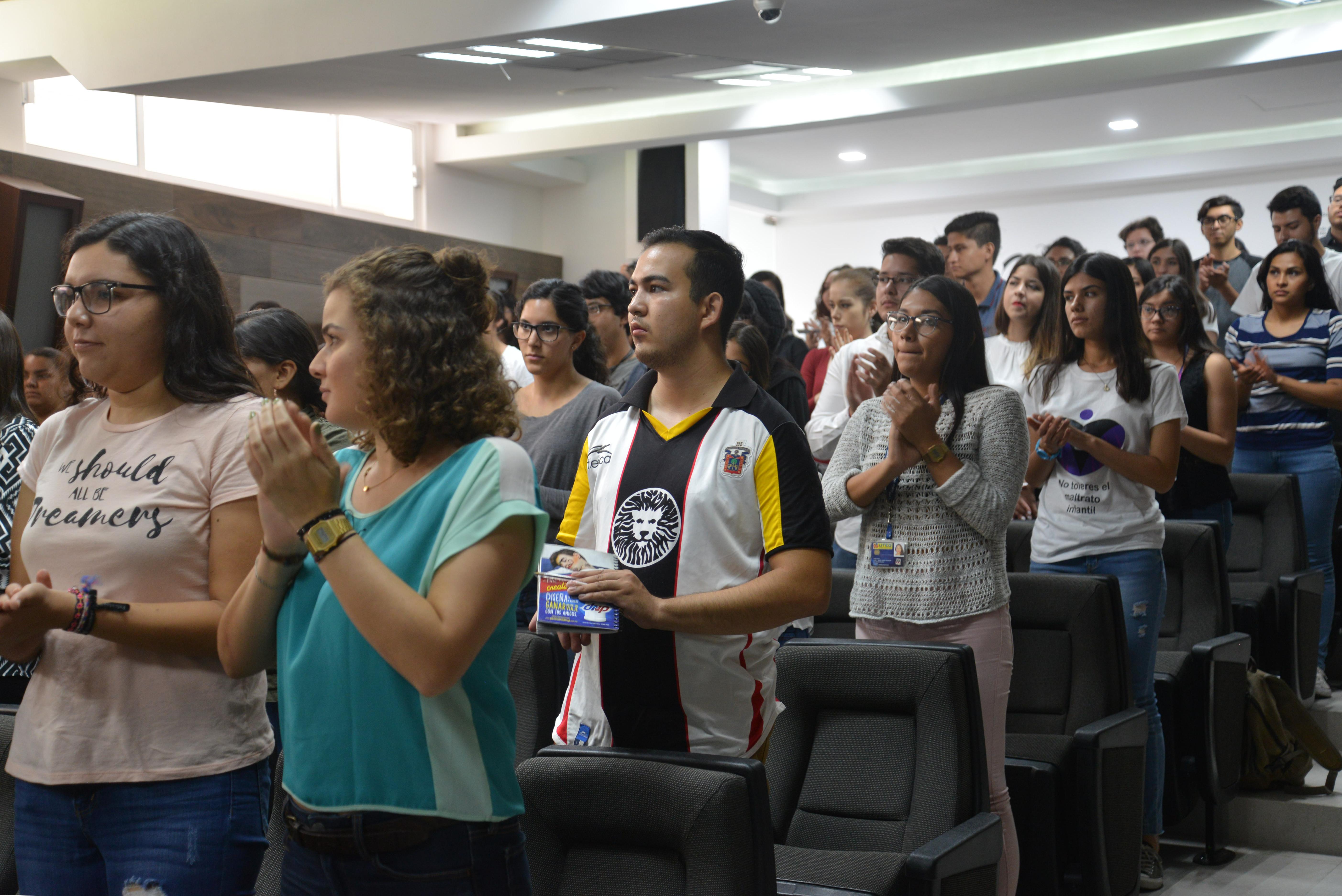 Alumnos asistentes, durante el acto inaugural