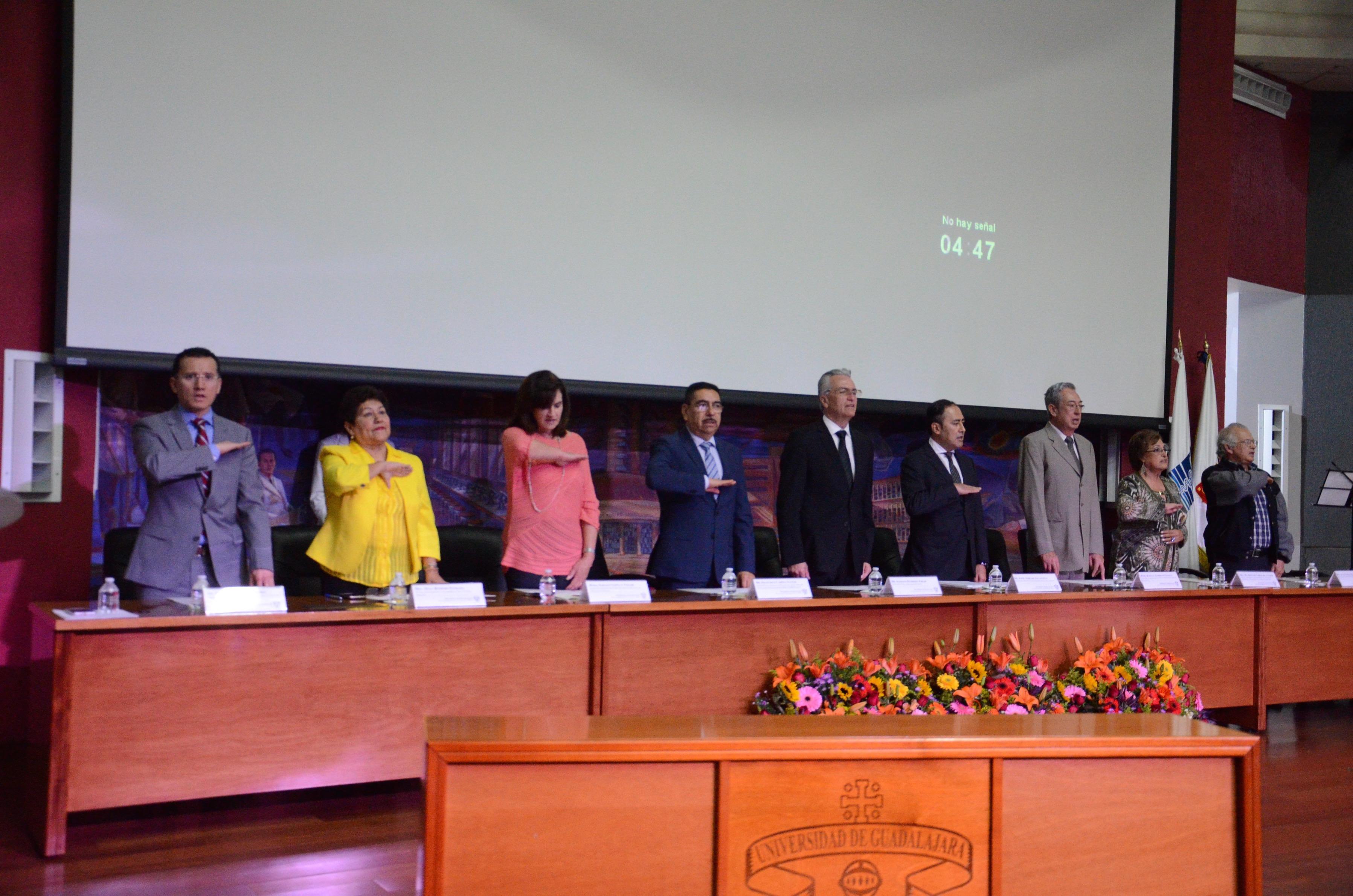 Miembros del presídum de la conmemoración del 70 aniversario de la formación en Enfermería en la UdeG