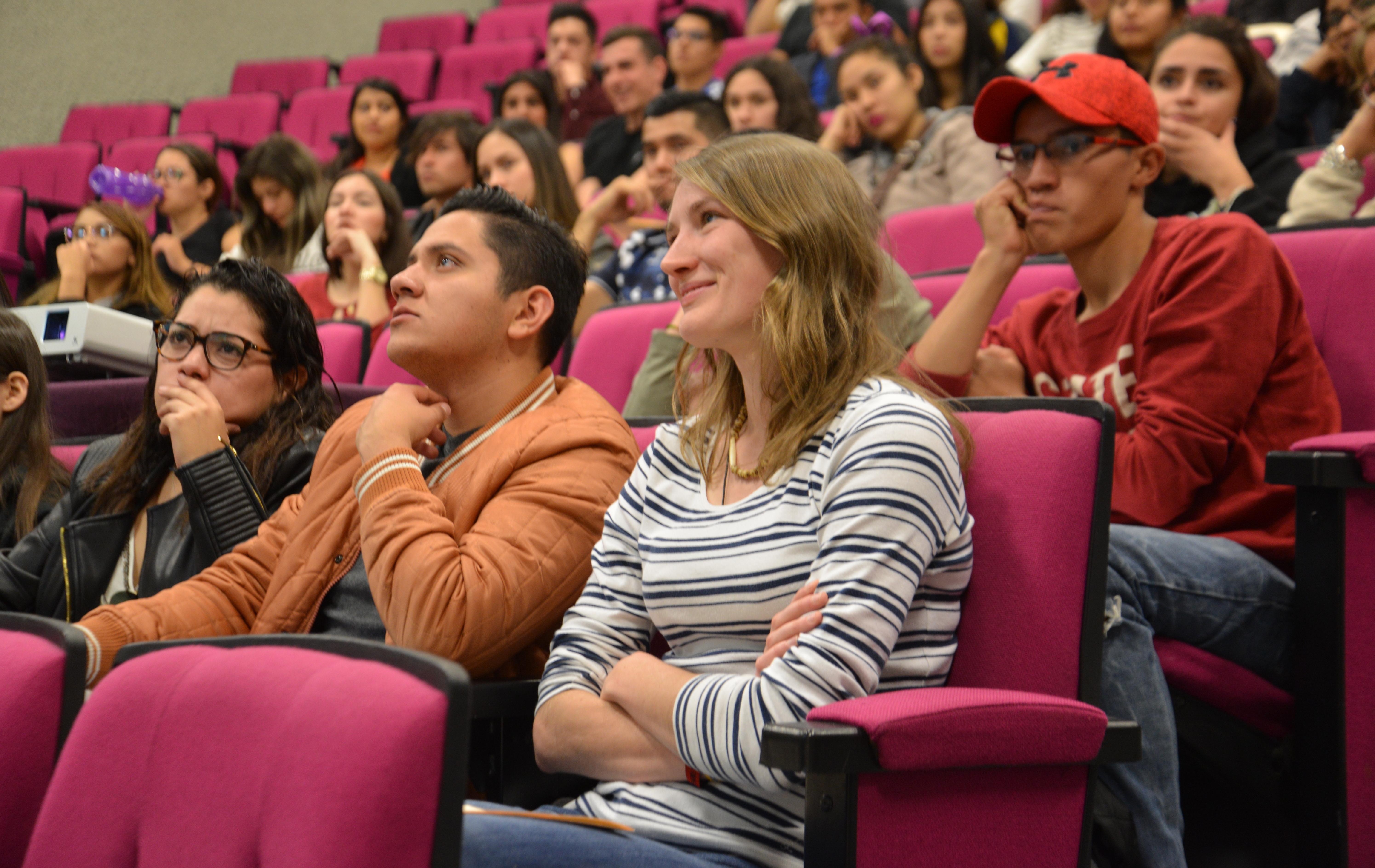 Alumno europeos en sesión de bienvenida en el CUCS 2