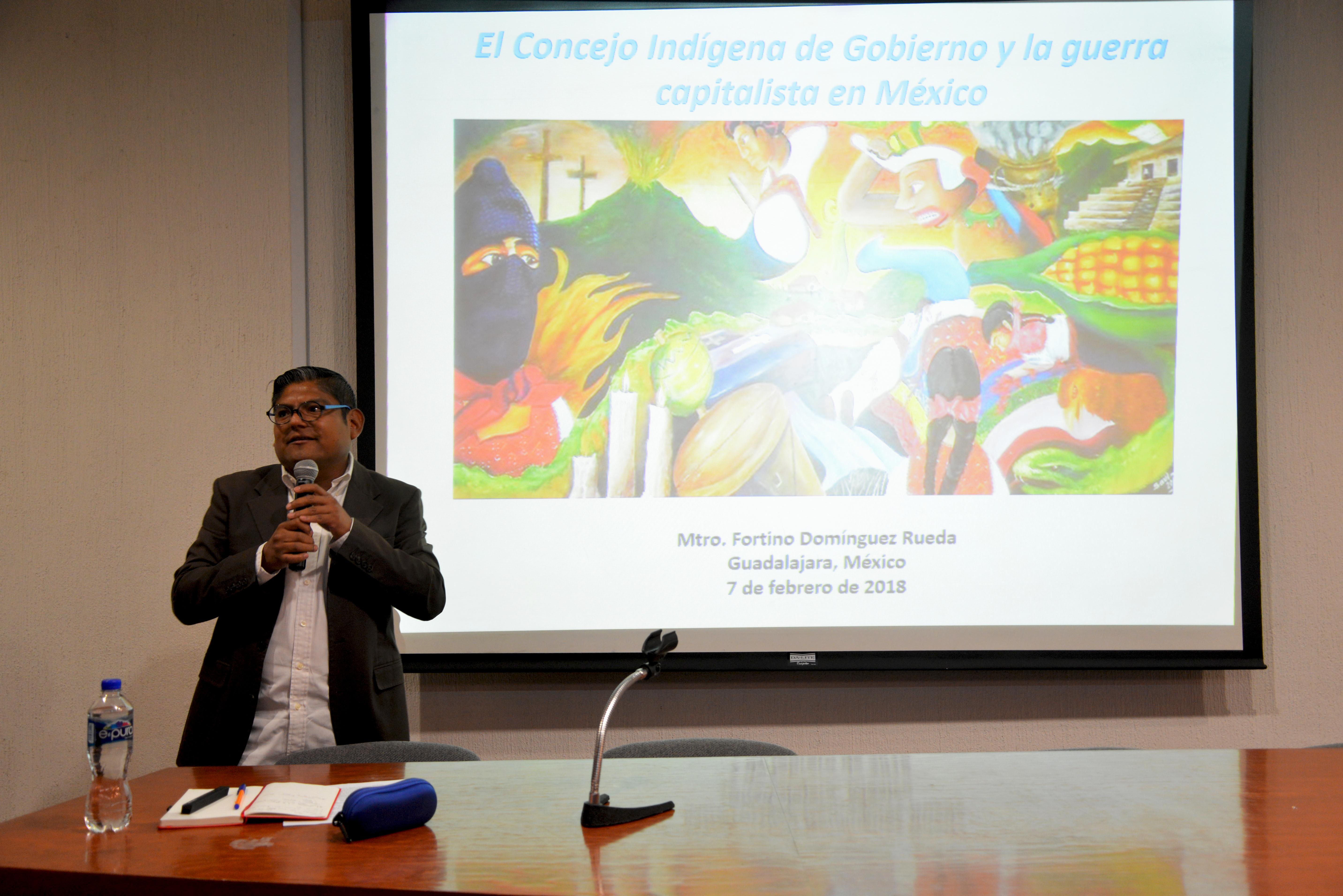 Dr. Fortino Domínguez dictando conferencia