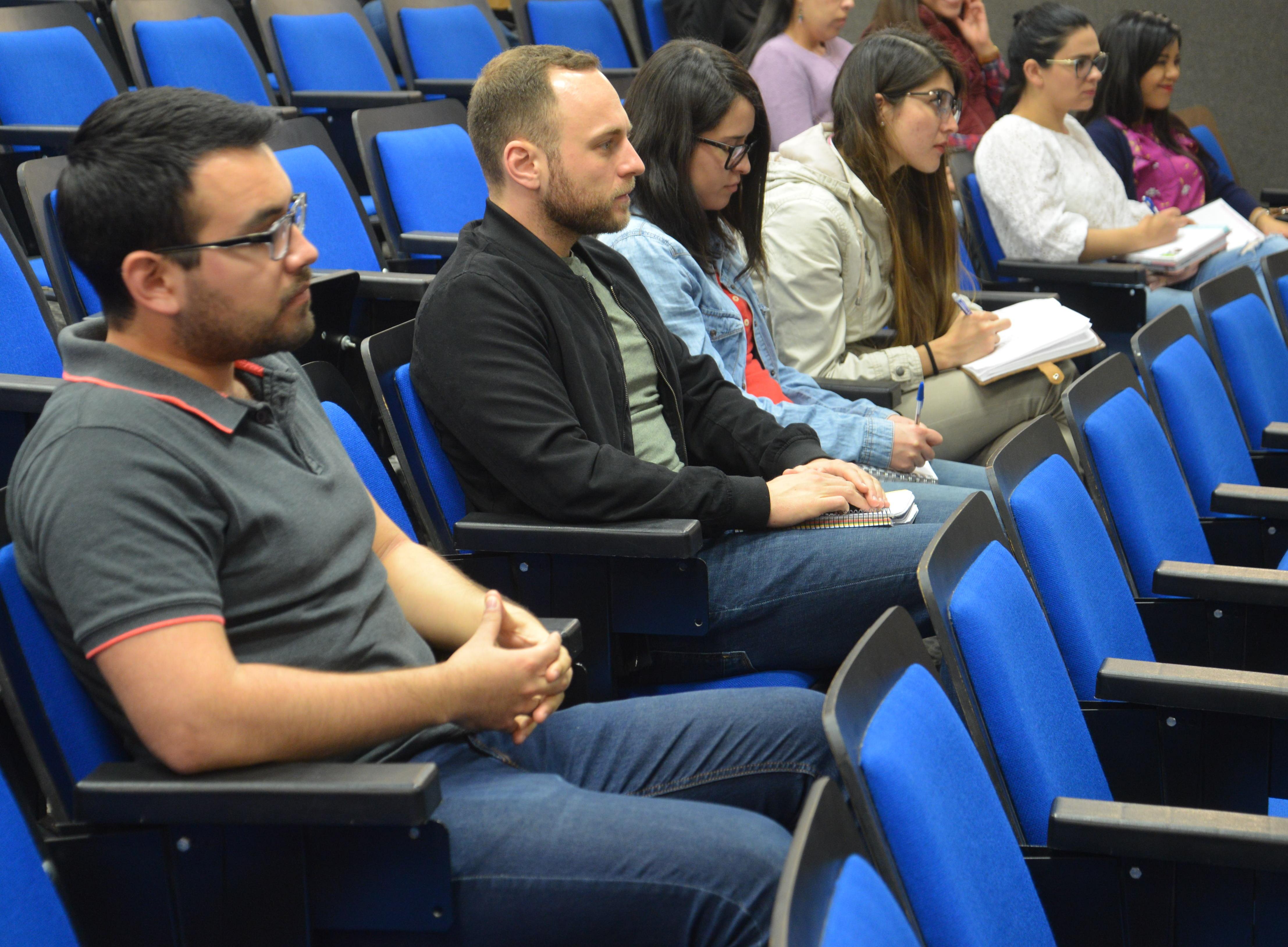Alumnos de posgrado asistentes a la conferencia