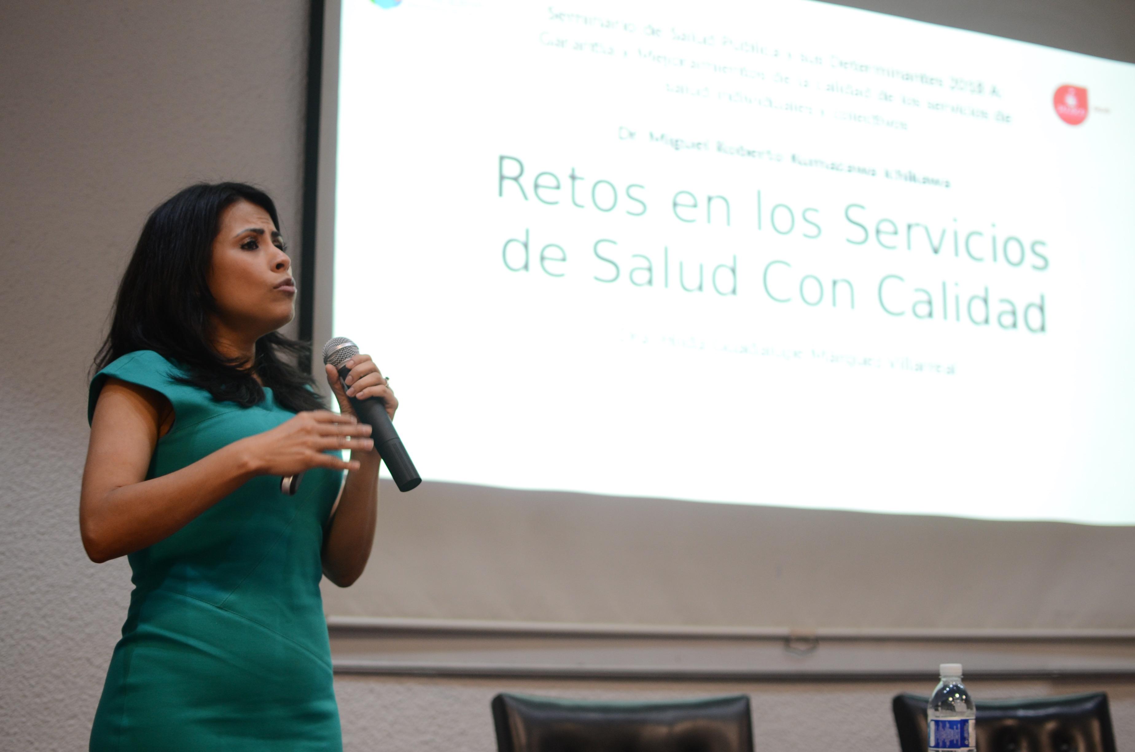 Dra. Hilda Márquez dictando conferencia 3