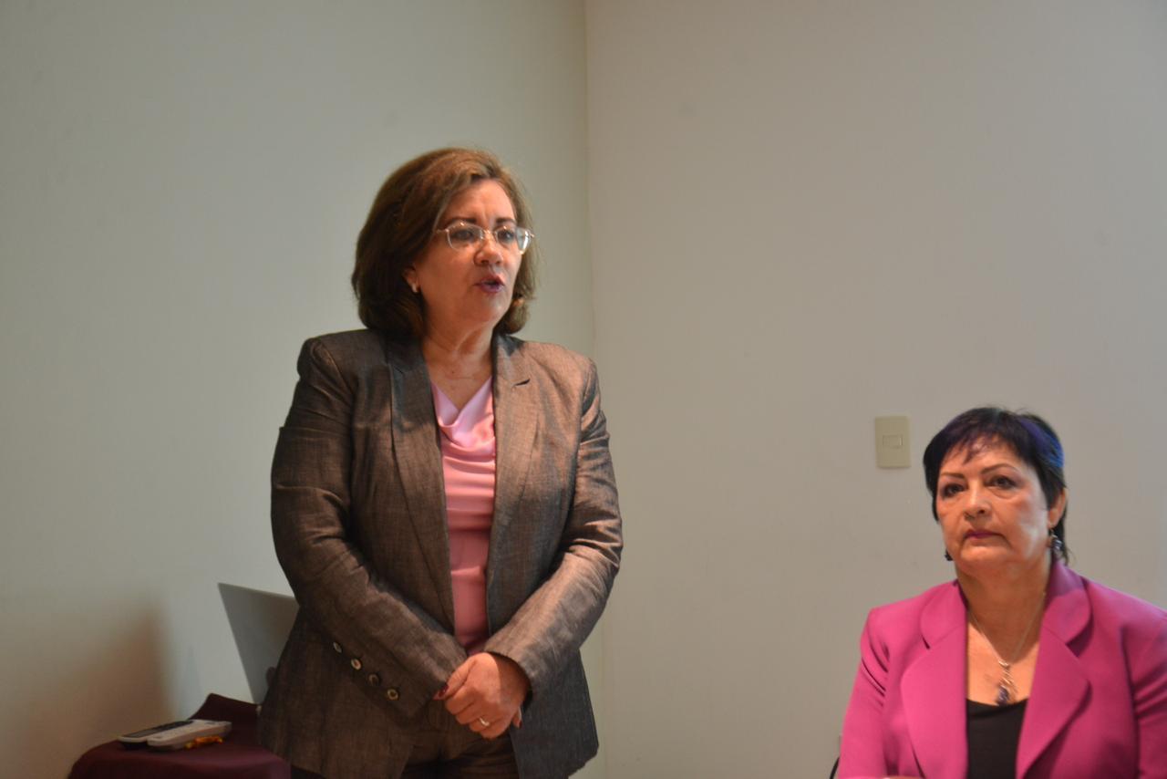 Dra Ana Mercado declarando inaugurada la reunión