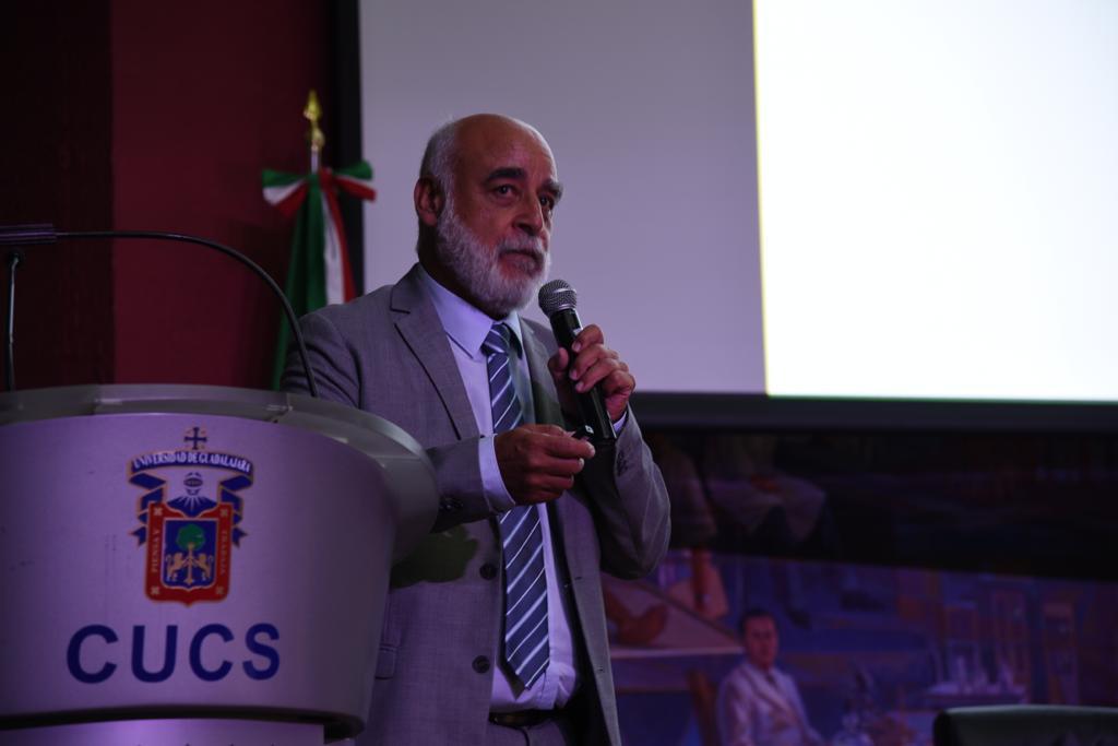 Director de Investigaición del Instituto Pasteur de Paris, Francia dictando conferencia
