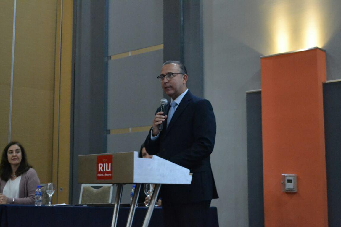Dr. Francisco Preciado, al podium