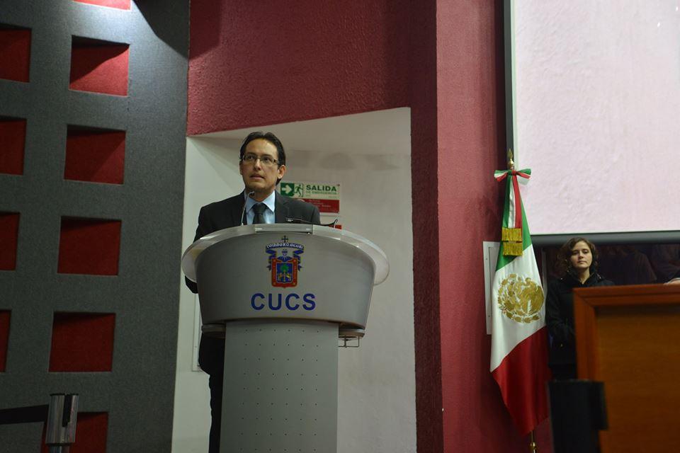 Mtro. Aarón Palacios, secretario de la División