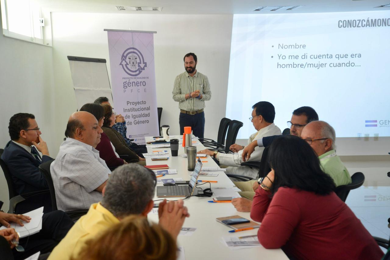 Mtro. Yair Maldonado Lezama impartiendo el curso