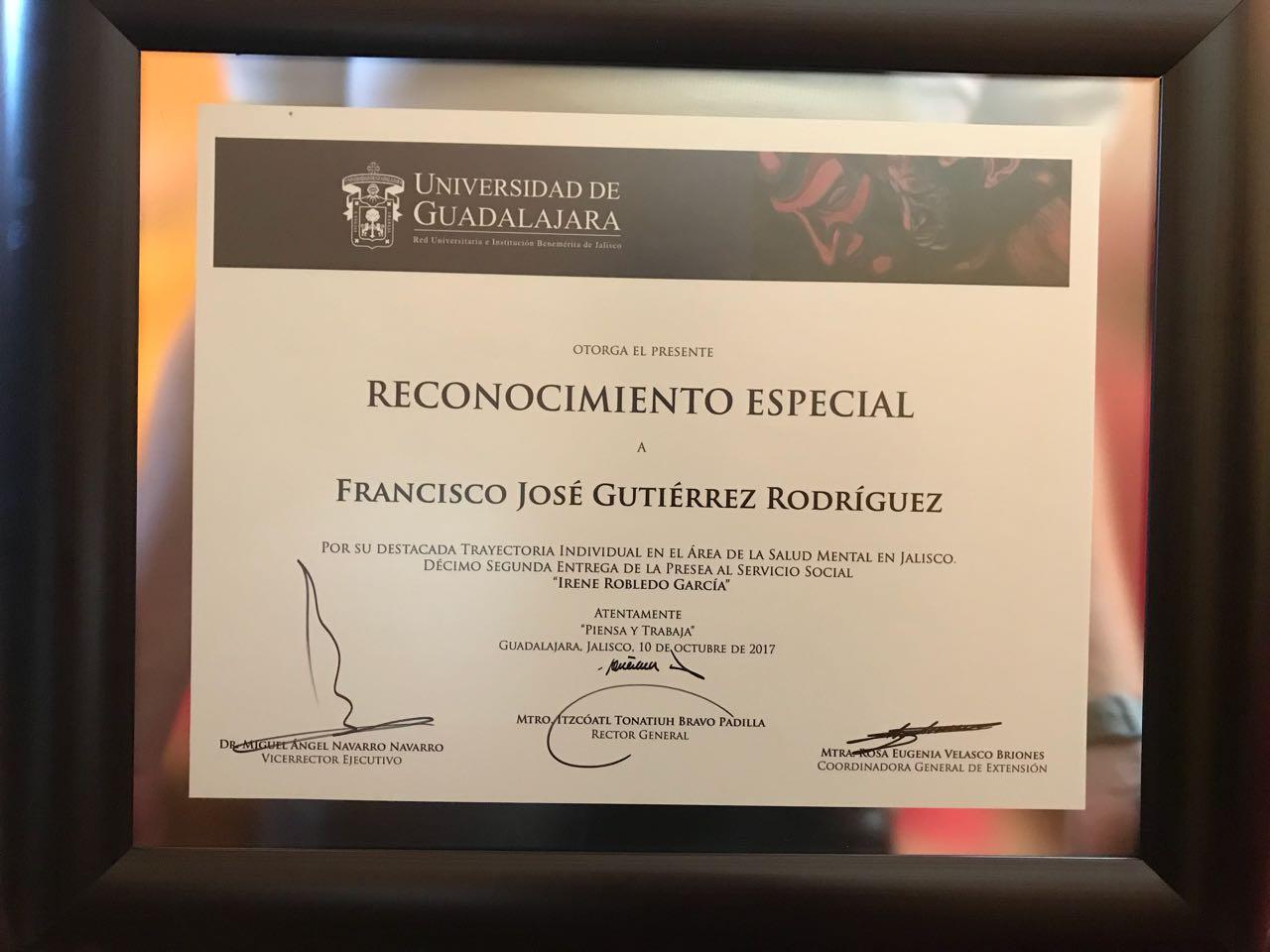 Imagen del reconocimiento especial que recibió el Mtro. Francisco Gutiérrez Rodríguez