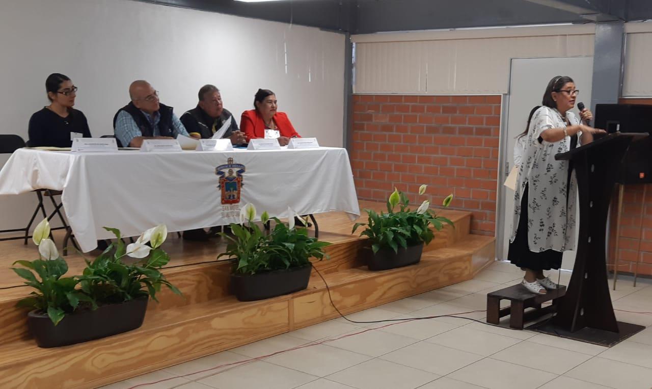Acto inaugural del Taller. En el pódium la Dra. Ángela Gómez