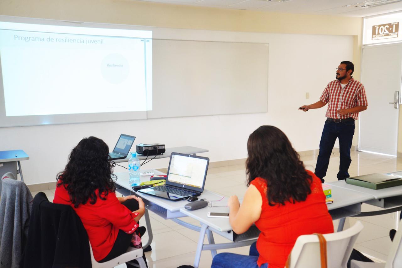 Investigadores y académicos reunidos en Seminarios de investigación 3