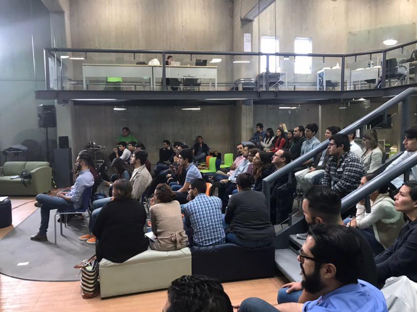 Estudiantes de la UdeG durante la premiación en CUCEA