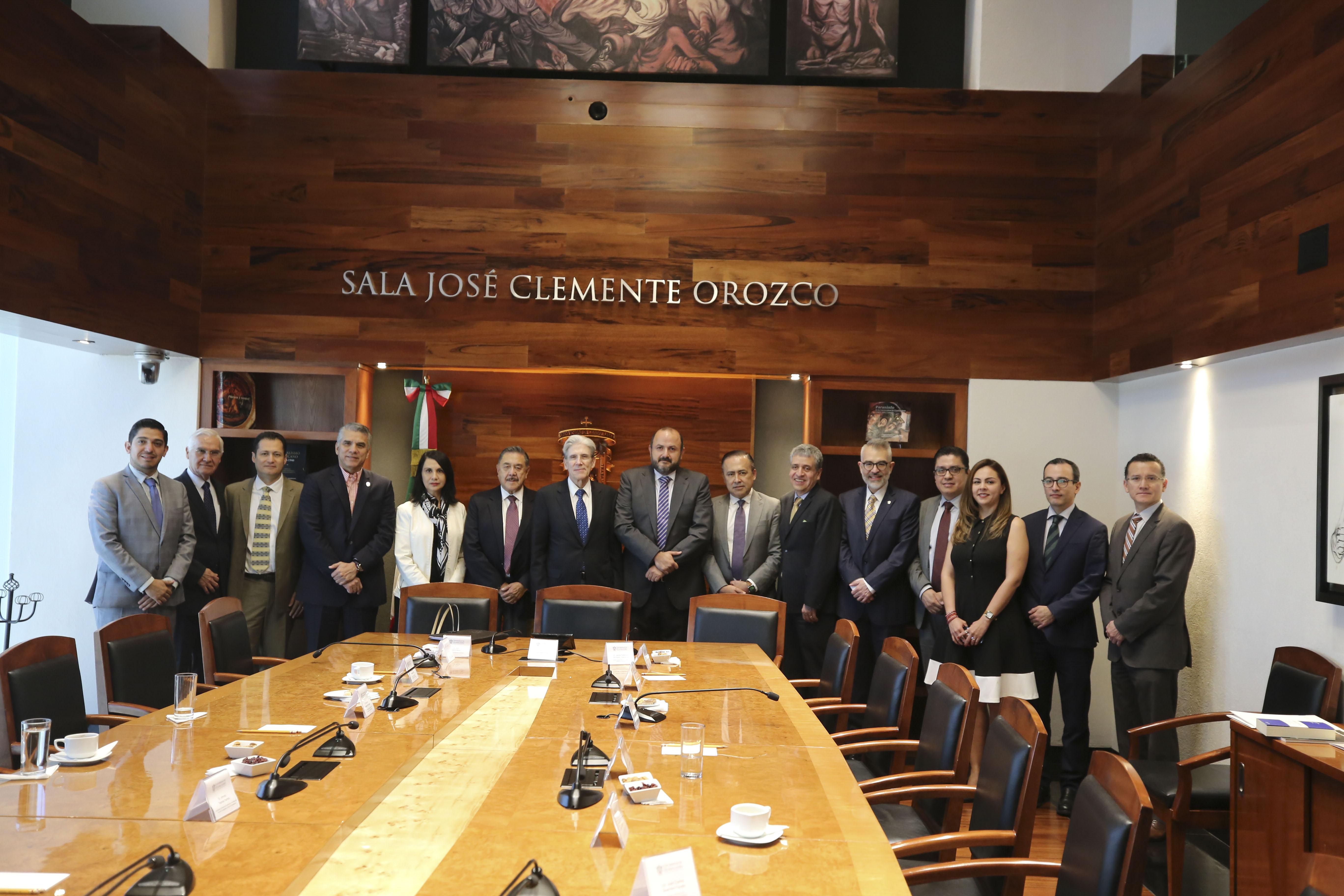 Foto grupal entre el equipo de directivos de UdeG y Universidad de Miami
