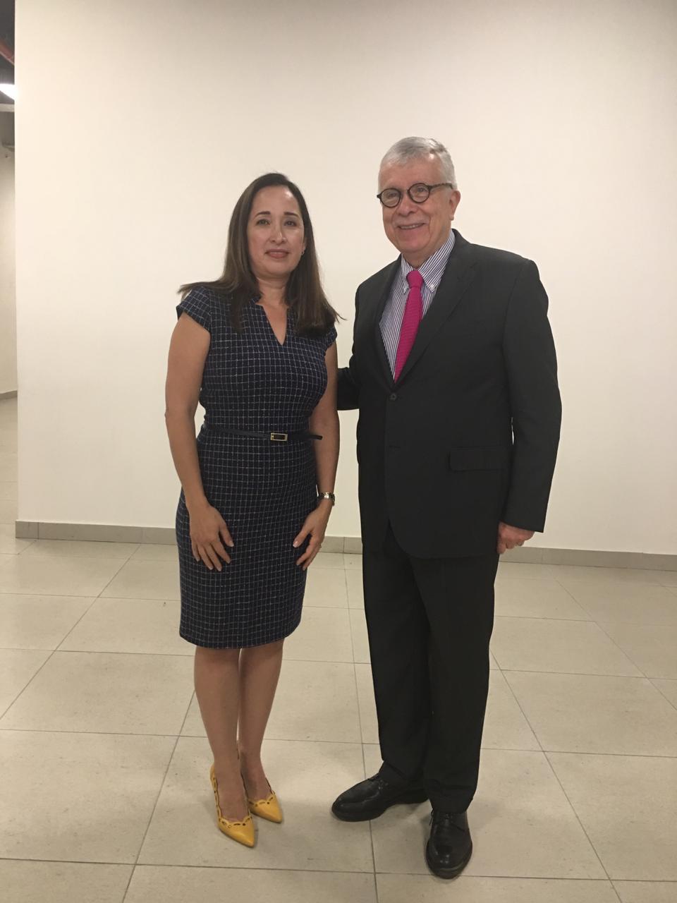 Dra. Irene Córdova y comisionado CONBIOÉTICA