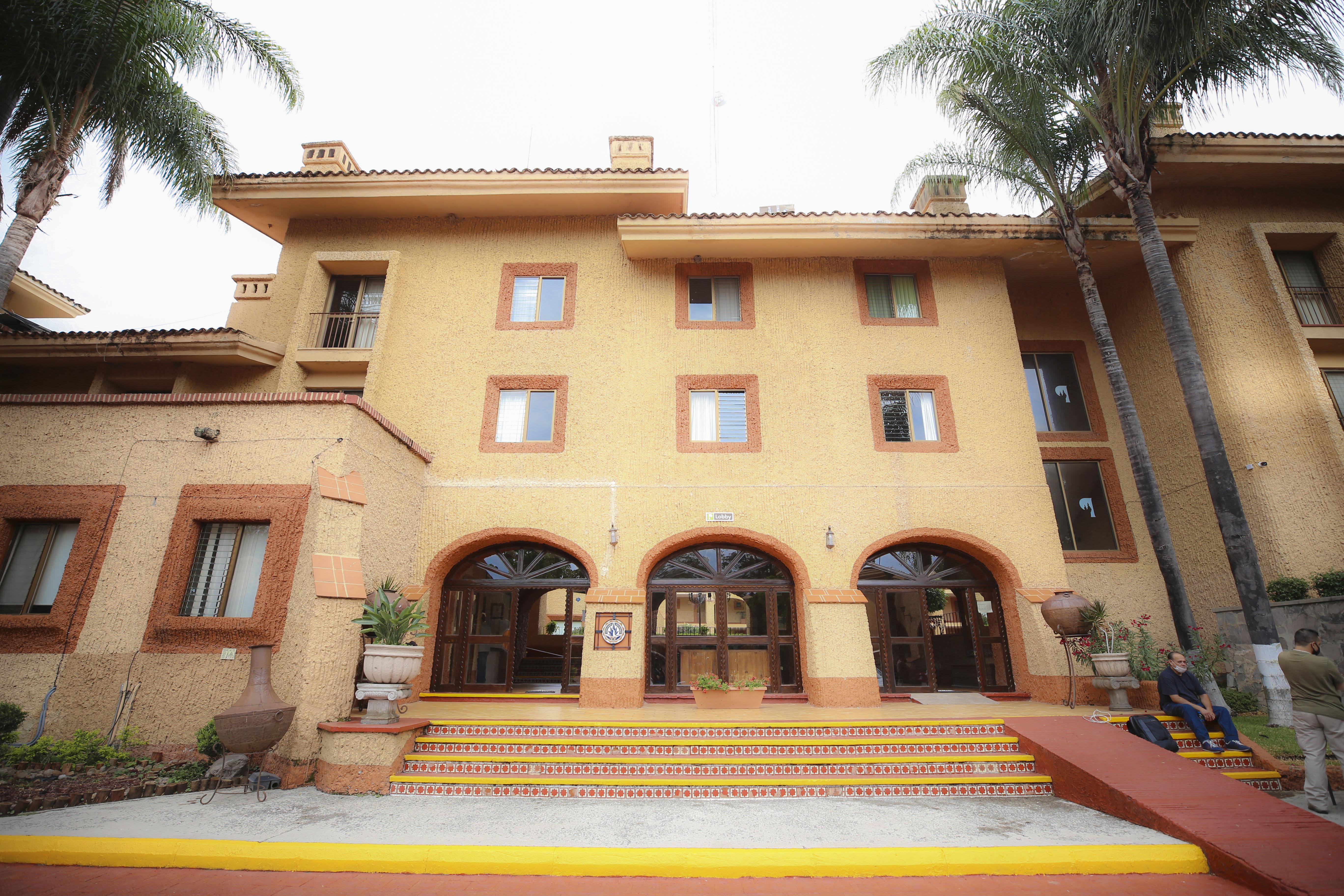 Facha del Hotel Villa Primavera de la UdeG