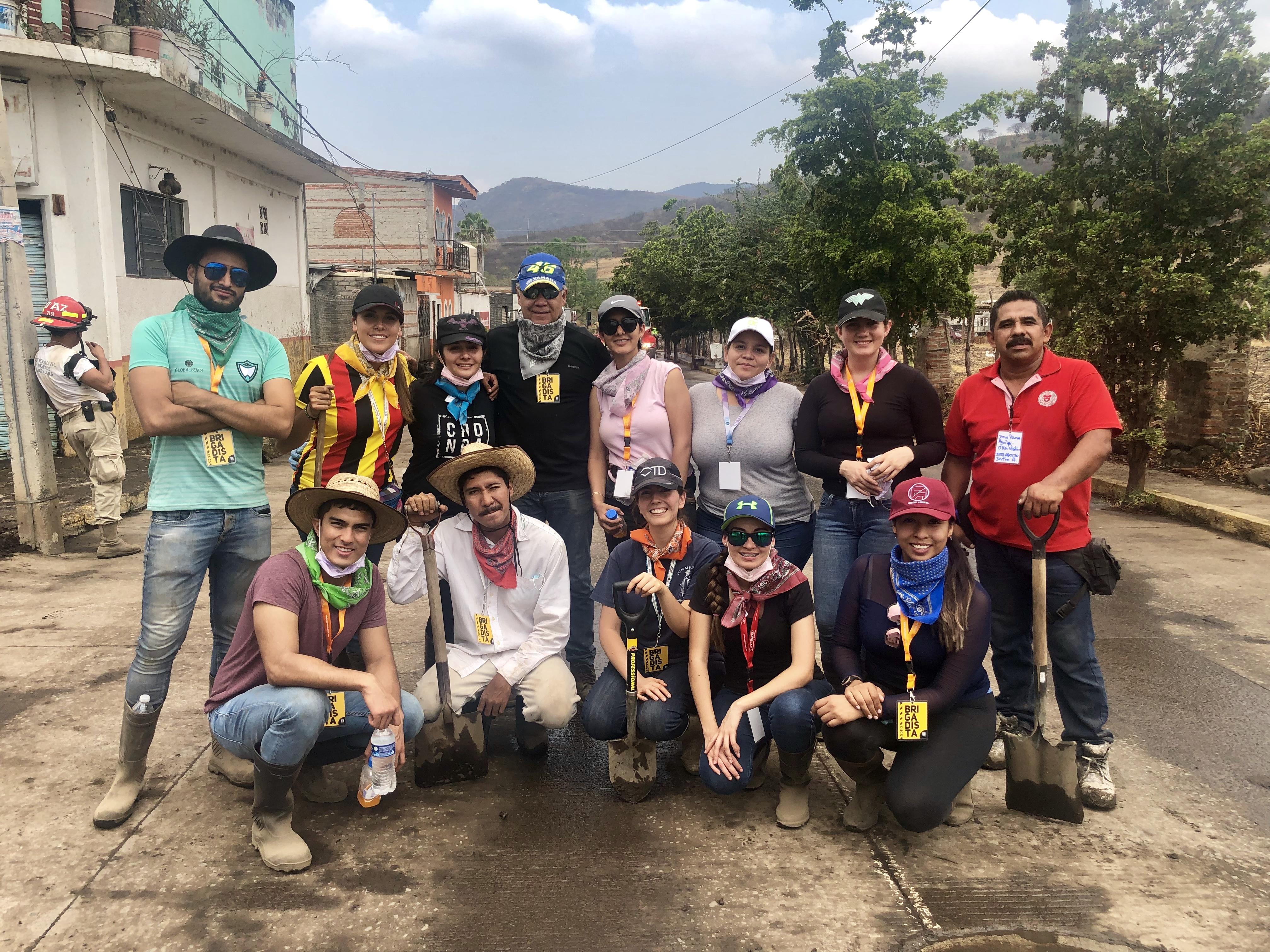 foto grupal de brigadistas del CUCS