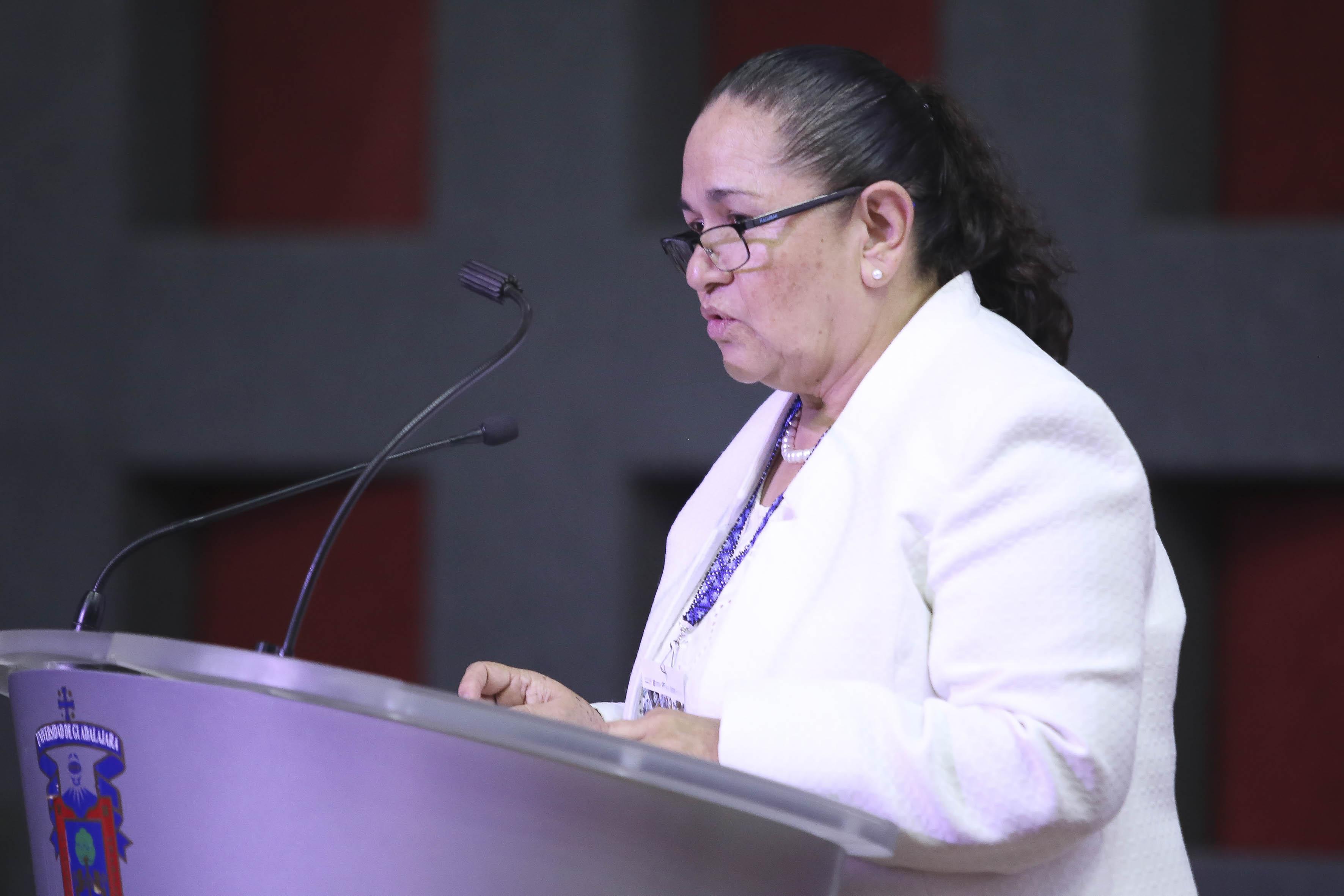 Dra. Sonia Reynaga Obregón, coordinadora General Administrativa dando mensaje inaugural en representación del rector General de la UdeG
