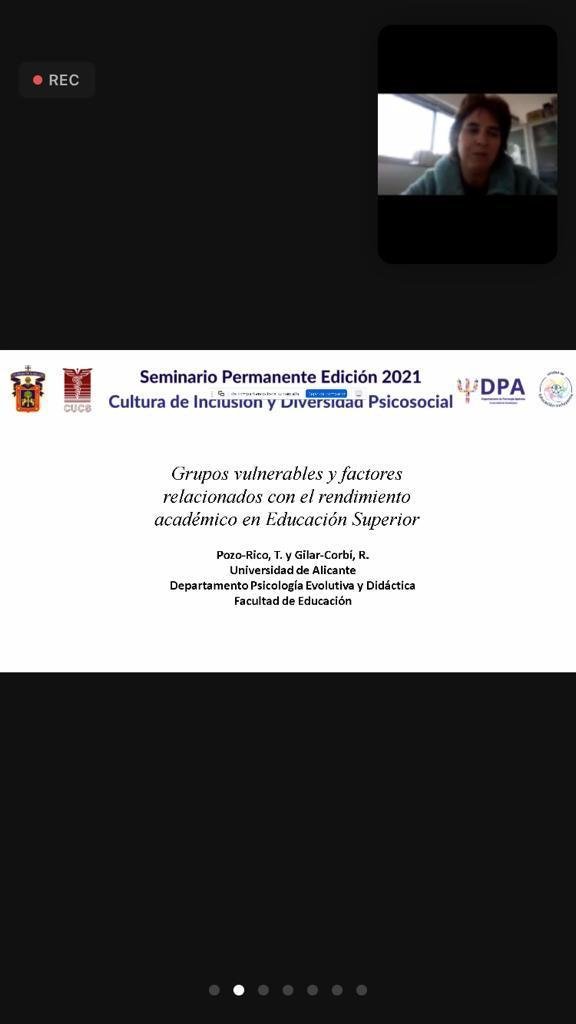Caputa de pantalla de la diapositiva de presentación, en el recuadro superior la ponente
