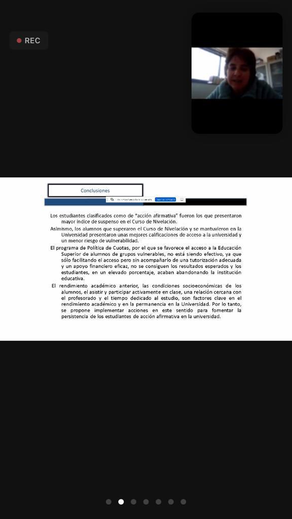 Captura de pantalla de una diapositiva utilizada durante la presentación. En el recuadro superior la ponente