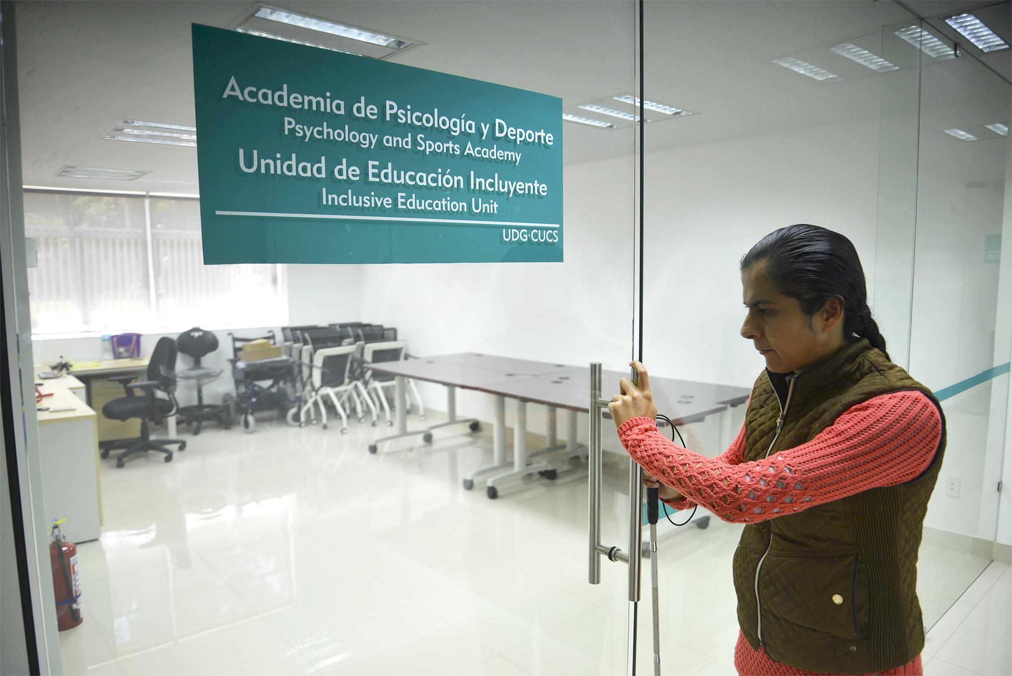 Maribel Flores Vizcarraga, la responsable de la unidad en la puerta de la Unidad de Inclusión