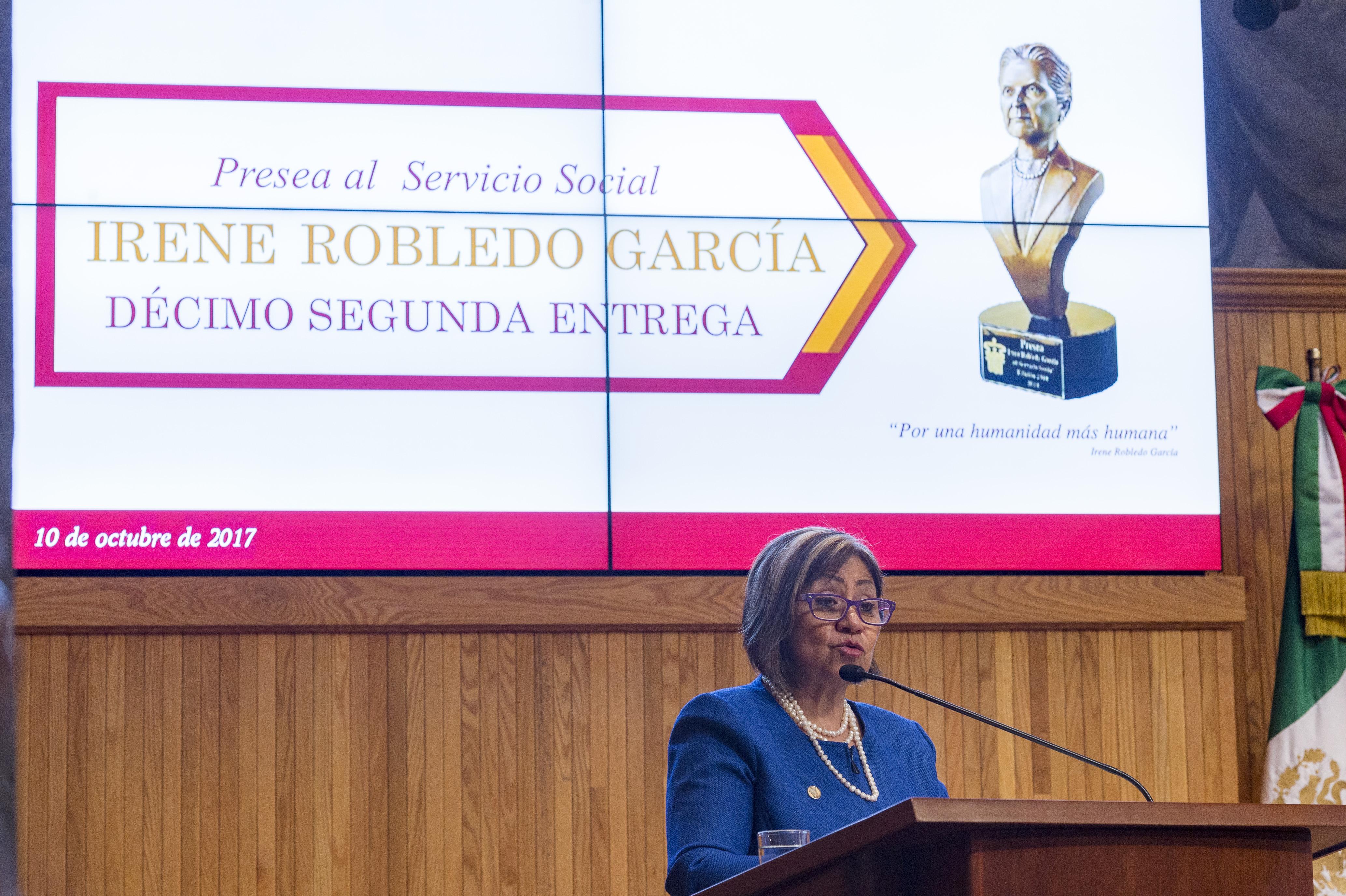 Mtra. Rosa Eugenia Velasco Briones, titular de la Coordinación de Extensión Universitaria