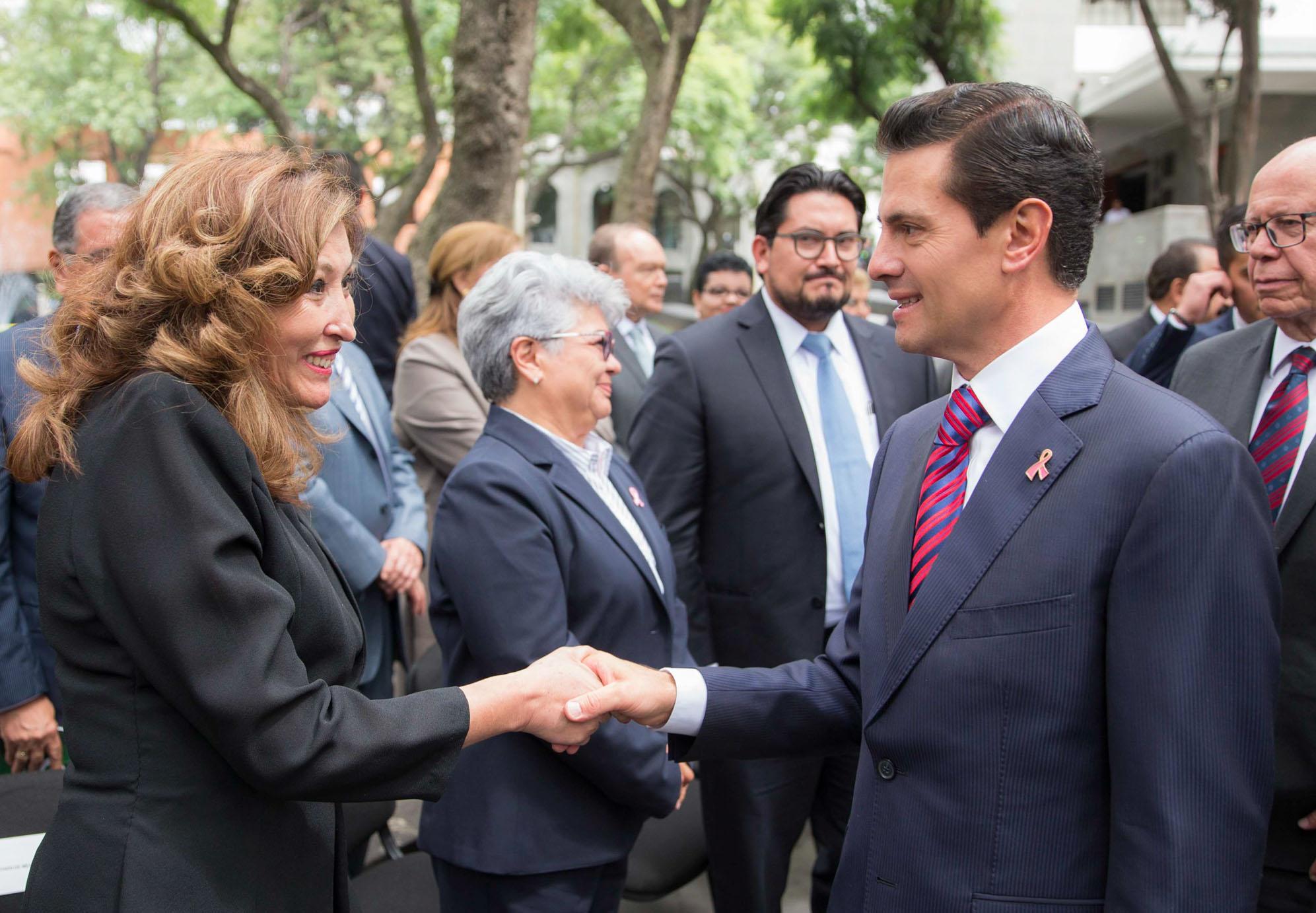 El presidente de la República felicita a la Dra. Laura Cortés Sanabria