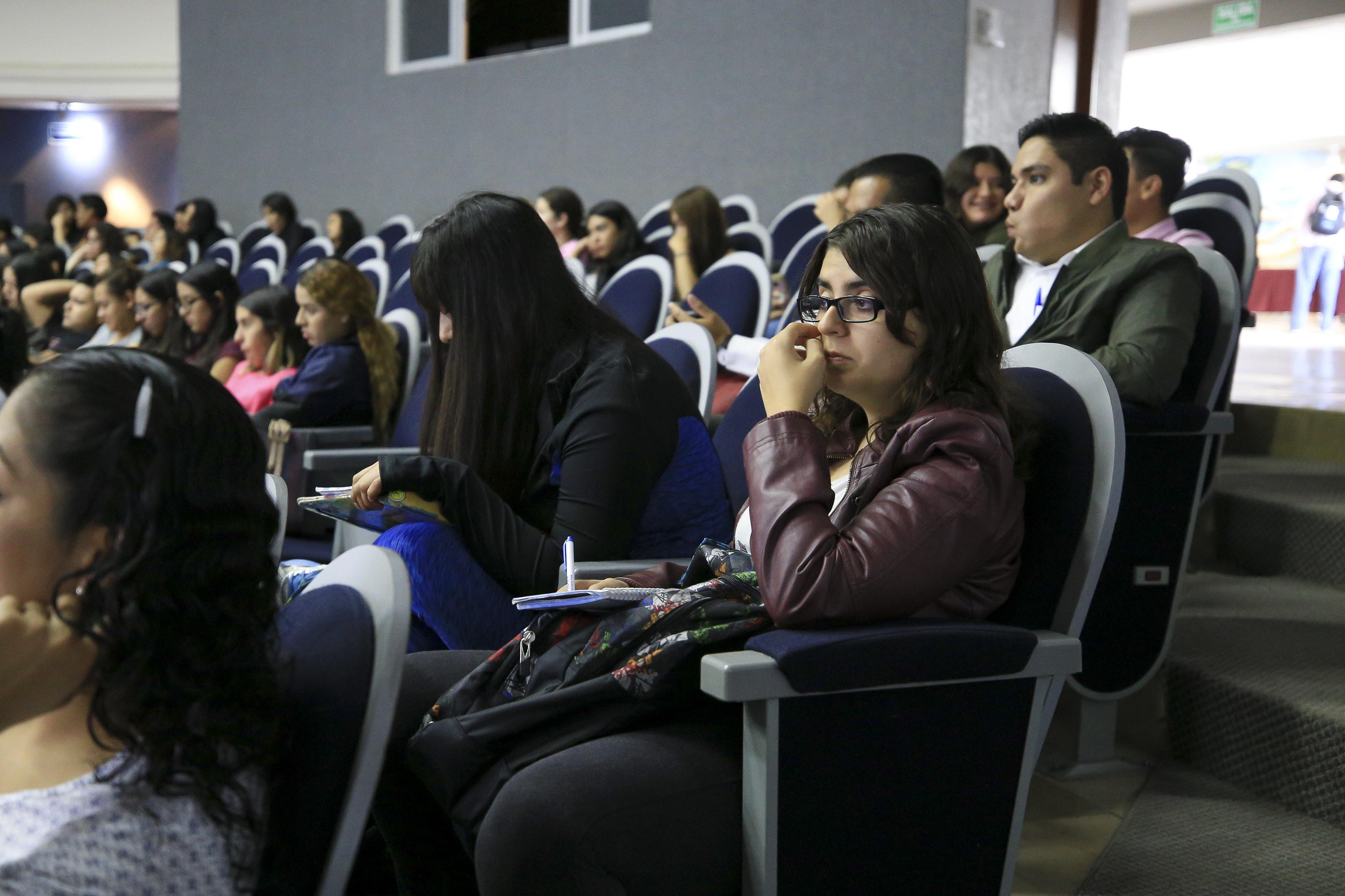 Alumnos asistentes al panel