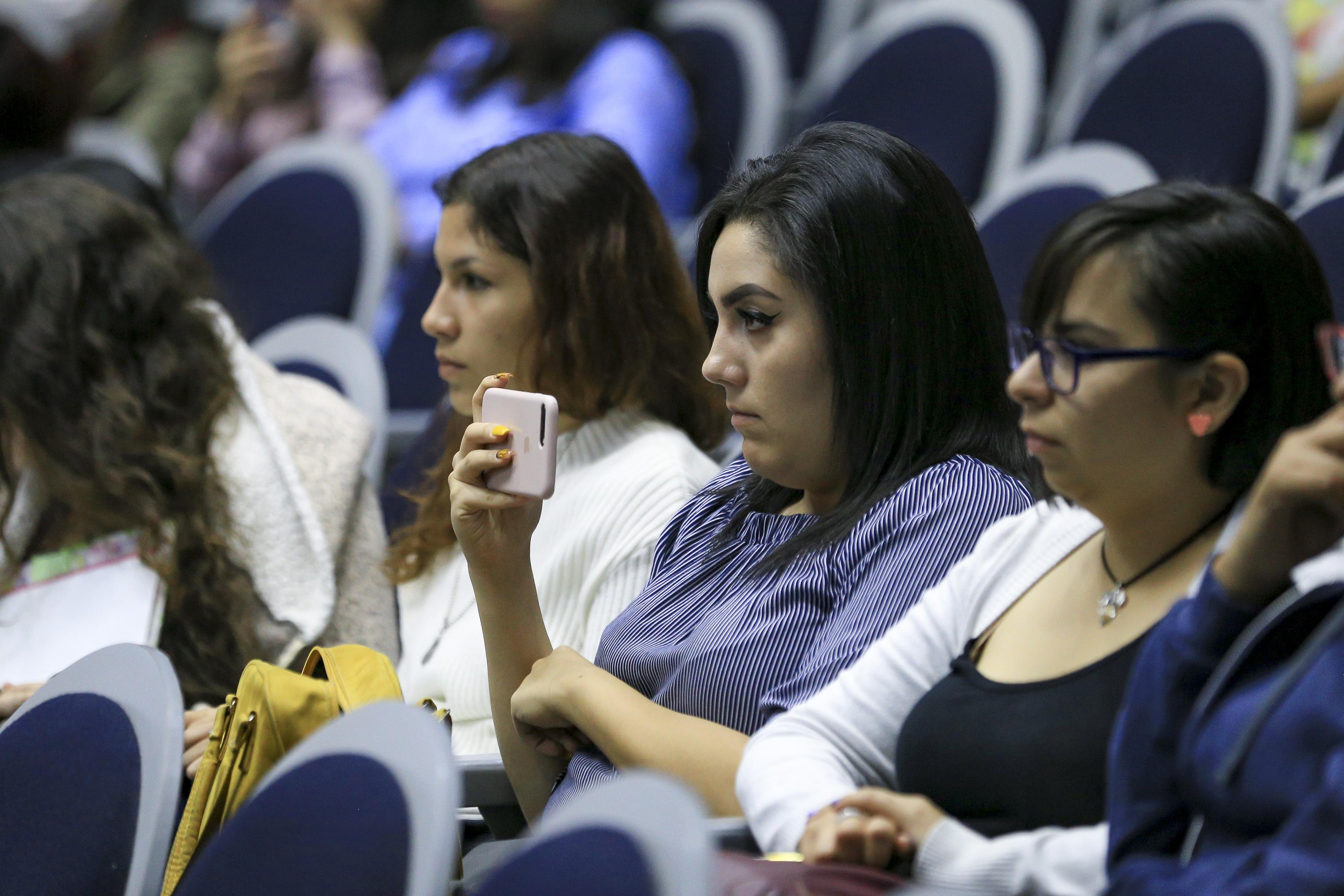 Alumnas asistentes al panel