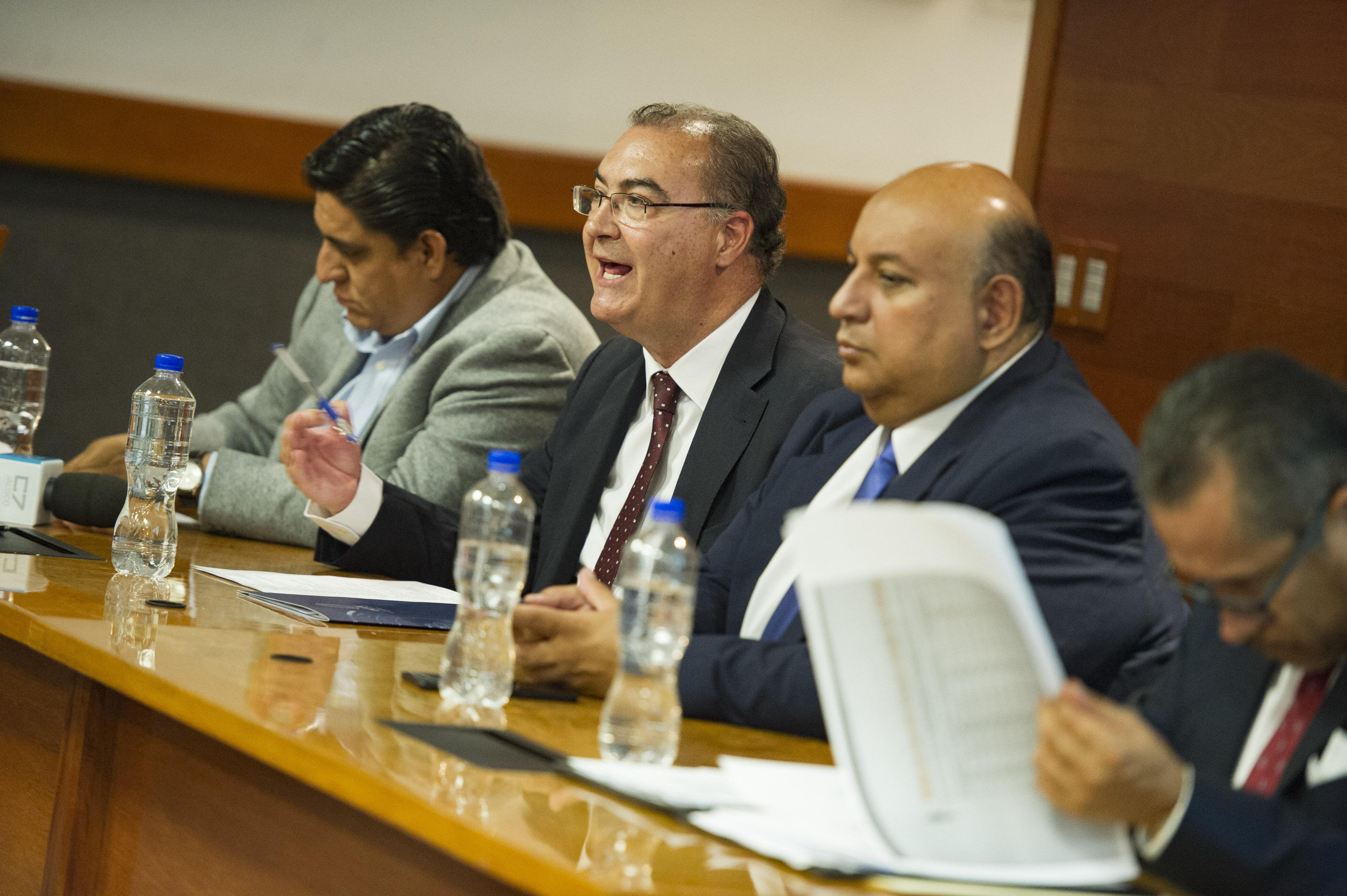 En el uso de la voz el ponente invitado Dr. Emilio García mercader de España