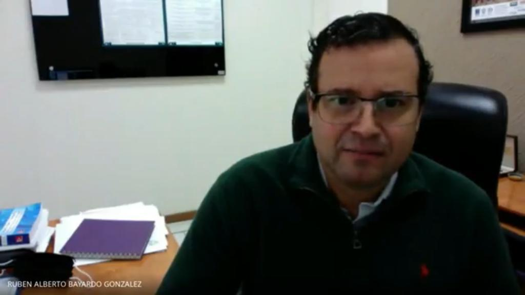 Captura de pantalla secretario académico del CUCS dando mensaje inaugural