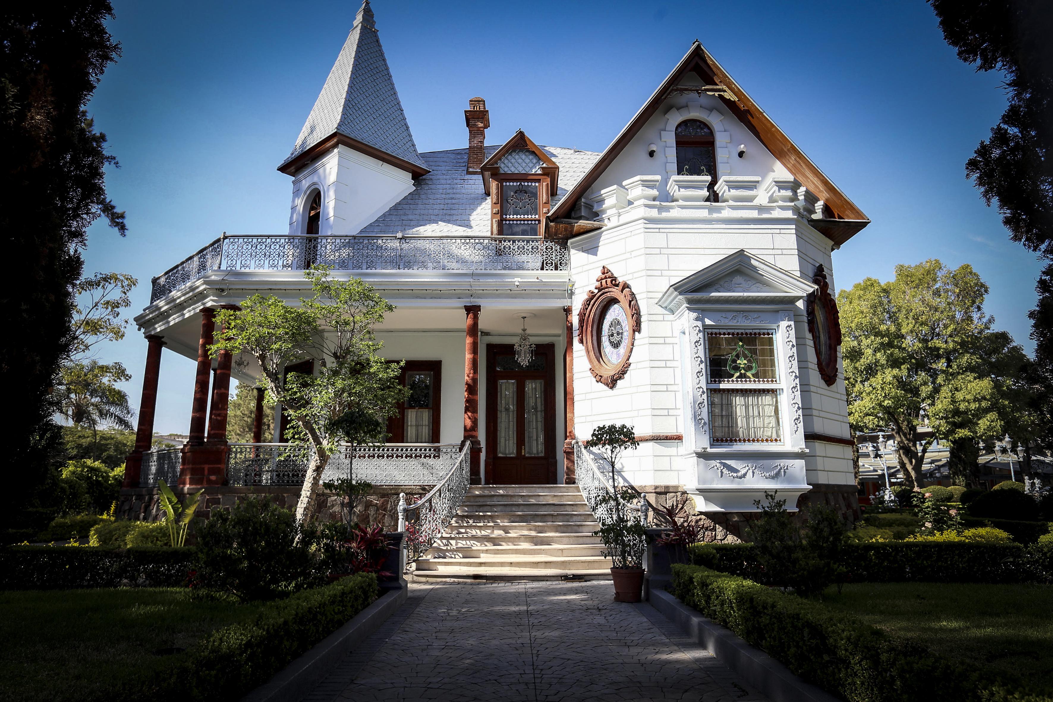 Fachada de la casa del terror