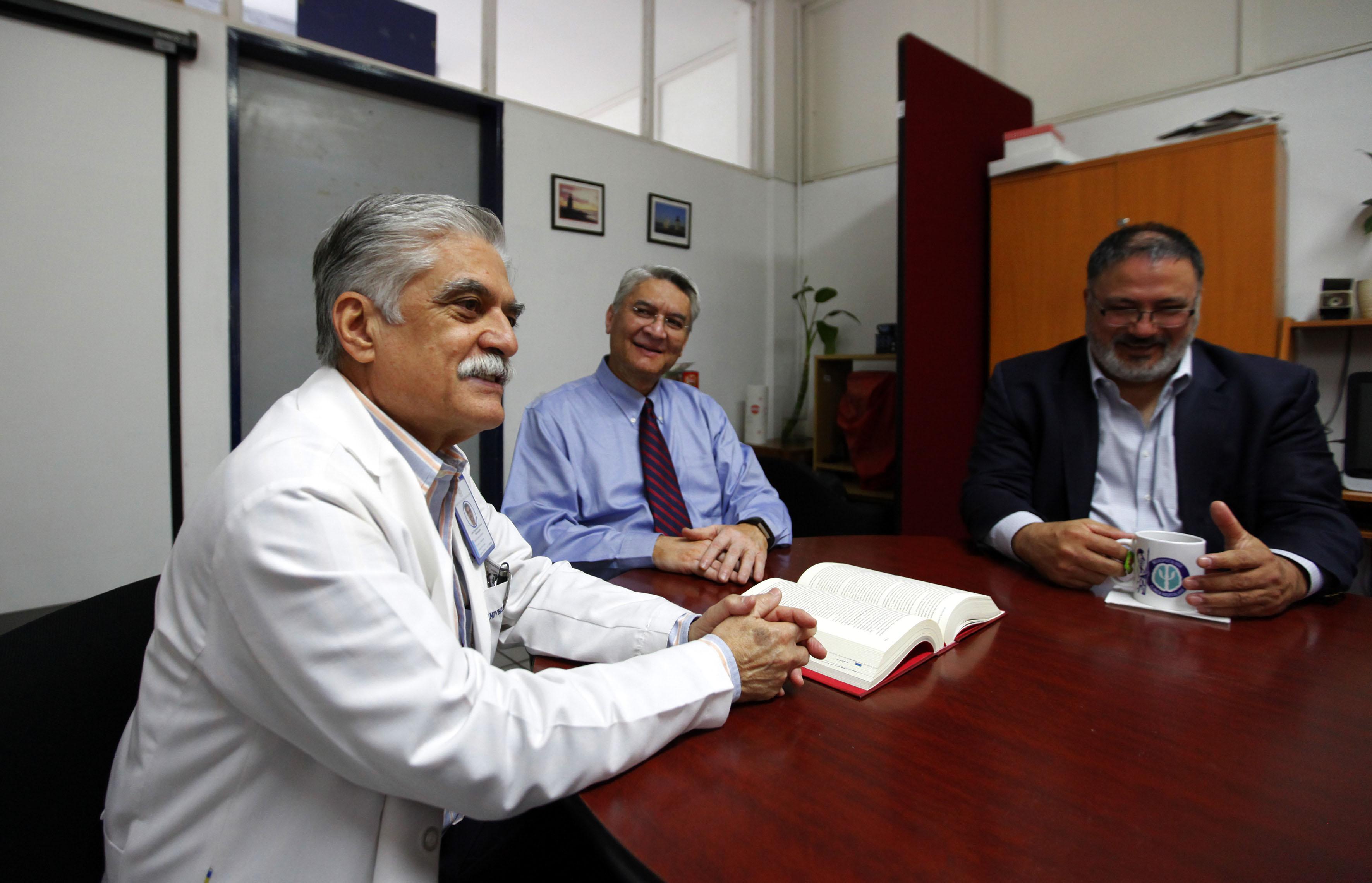 Entrevistados y directores del libro, foto grupal