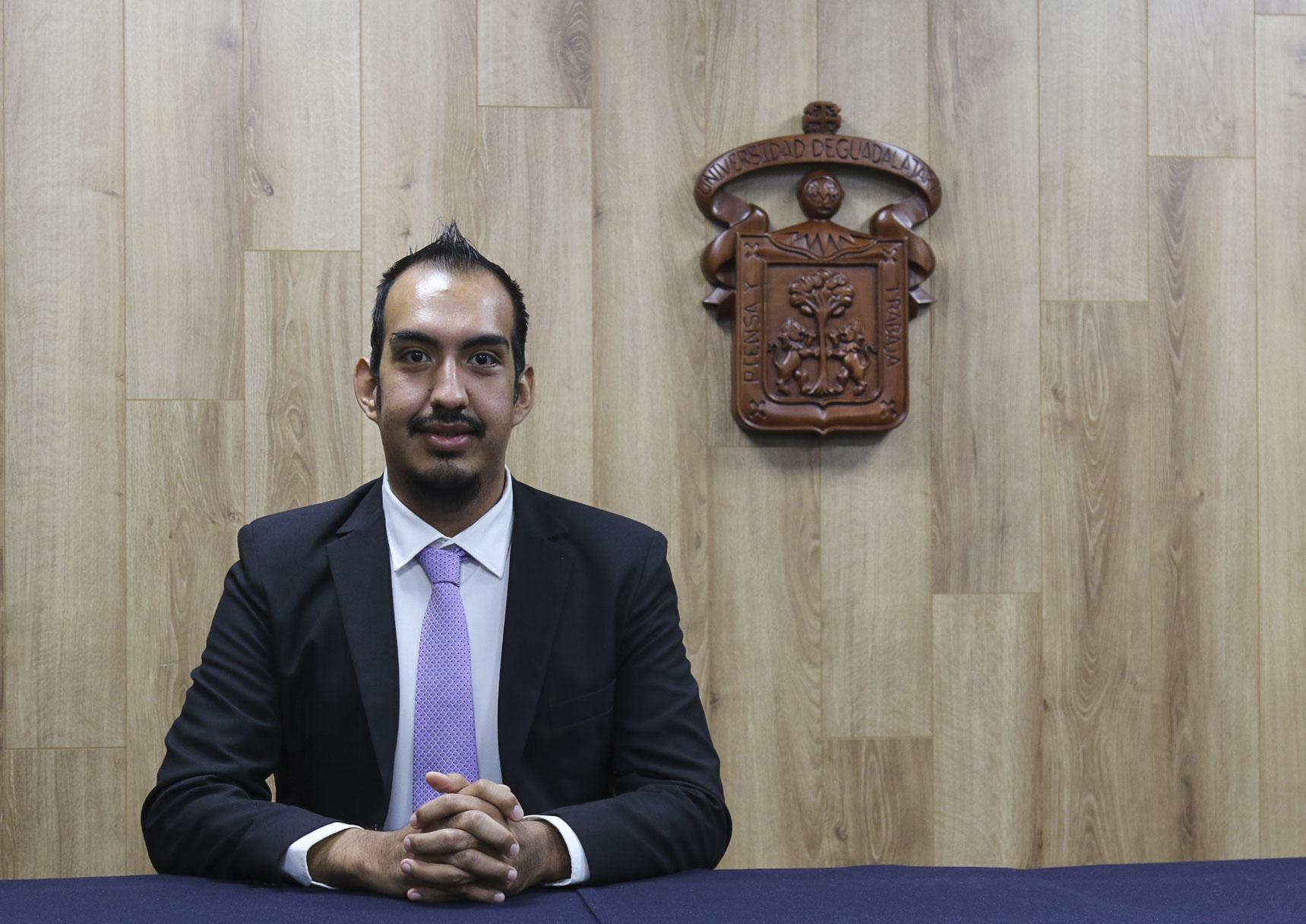 foto individual del ganador del premio en la categoría laboral
