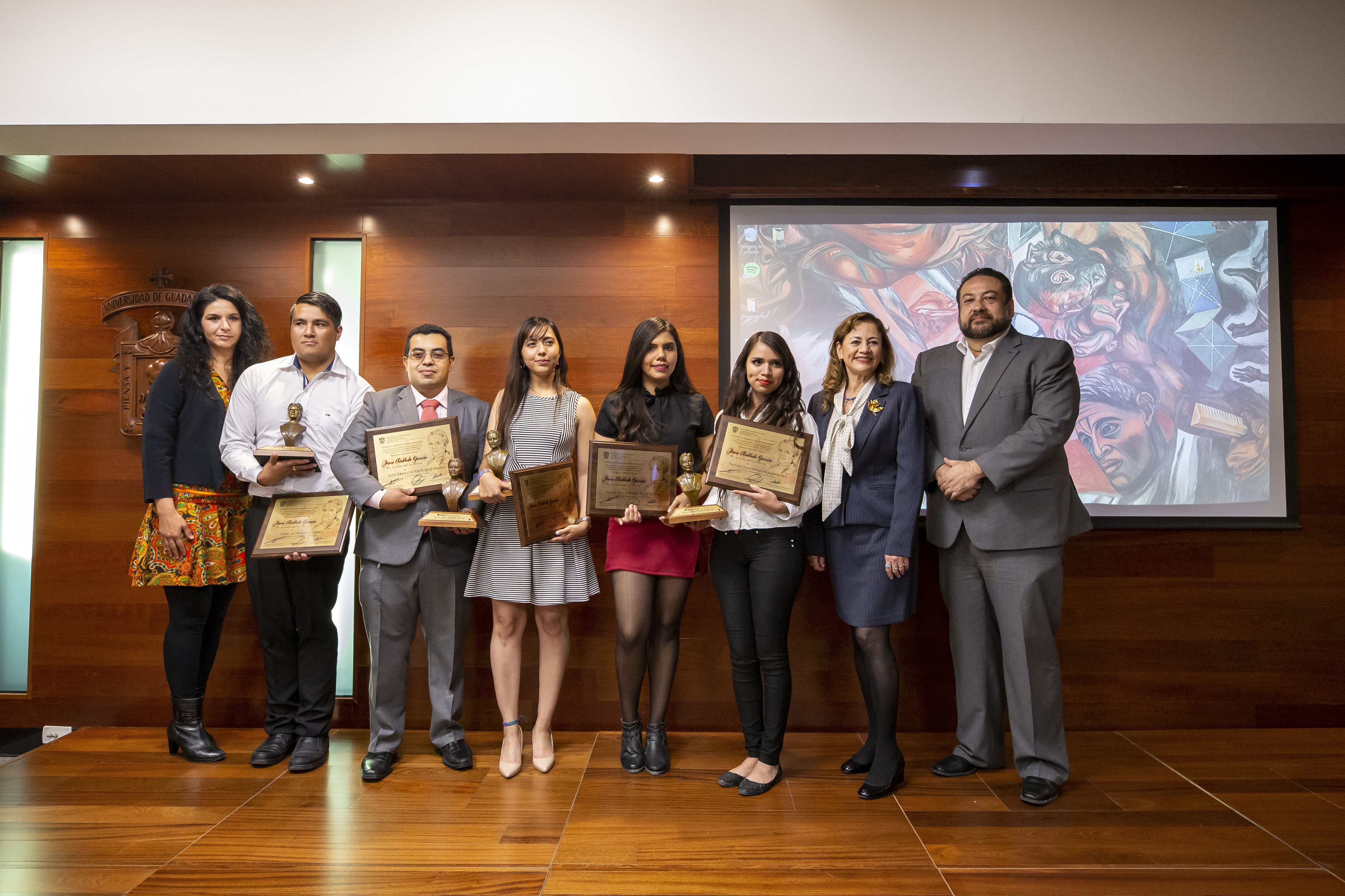 Foto grupal funcionarios y galardonados