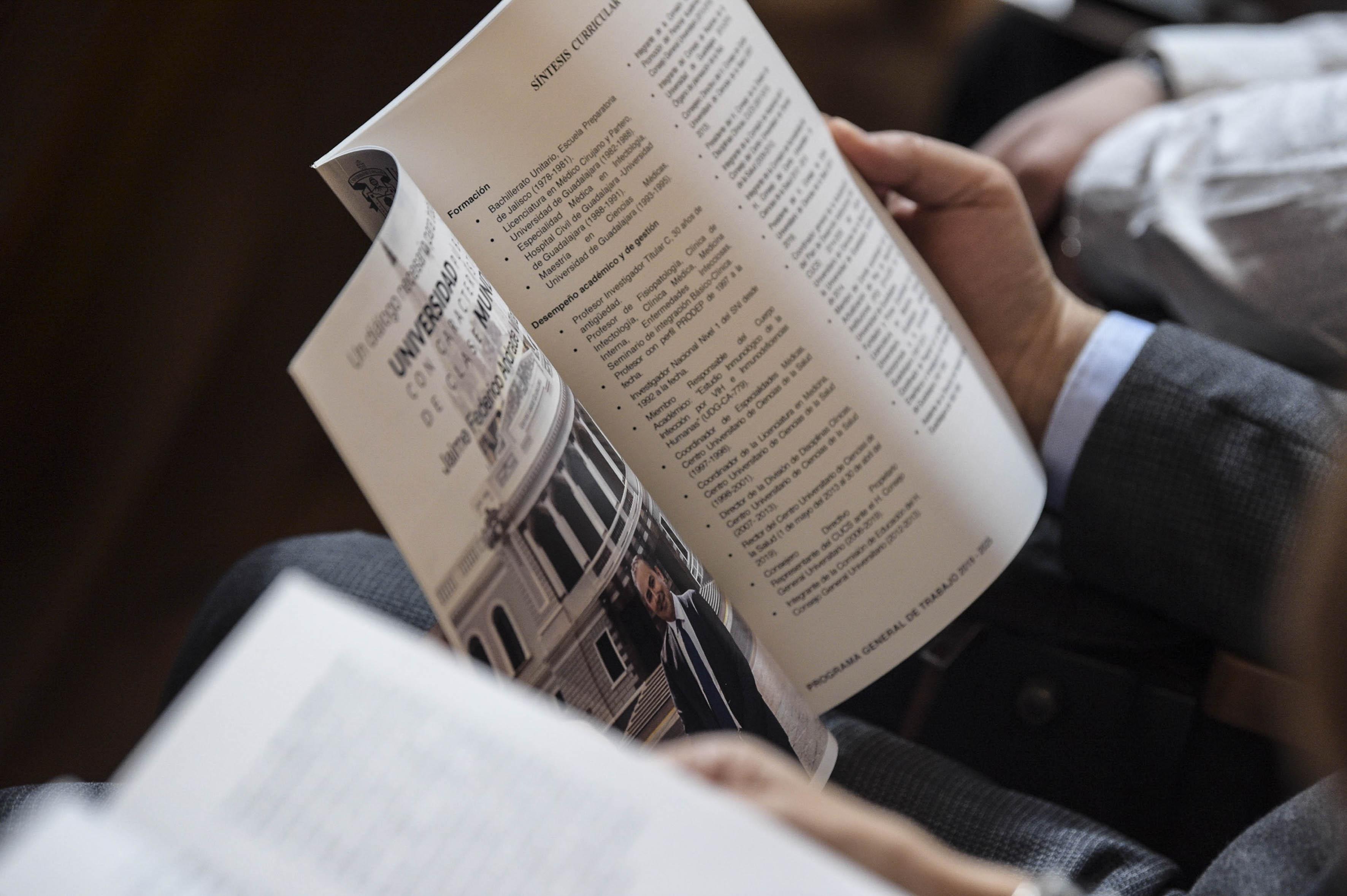 Plan de Trabajo abierto en la página de Síntesis Curricular del Dr. Jaime Andrade en manos de un consejero