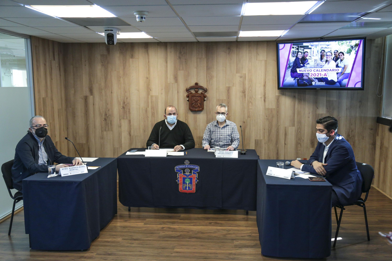 Mesa de participantes en rueda de prensa