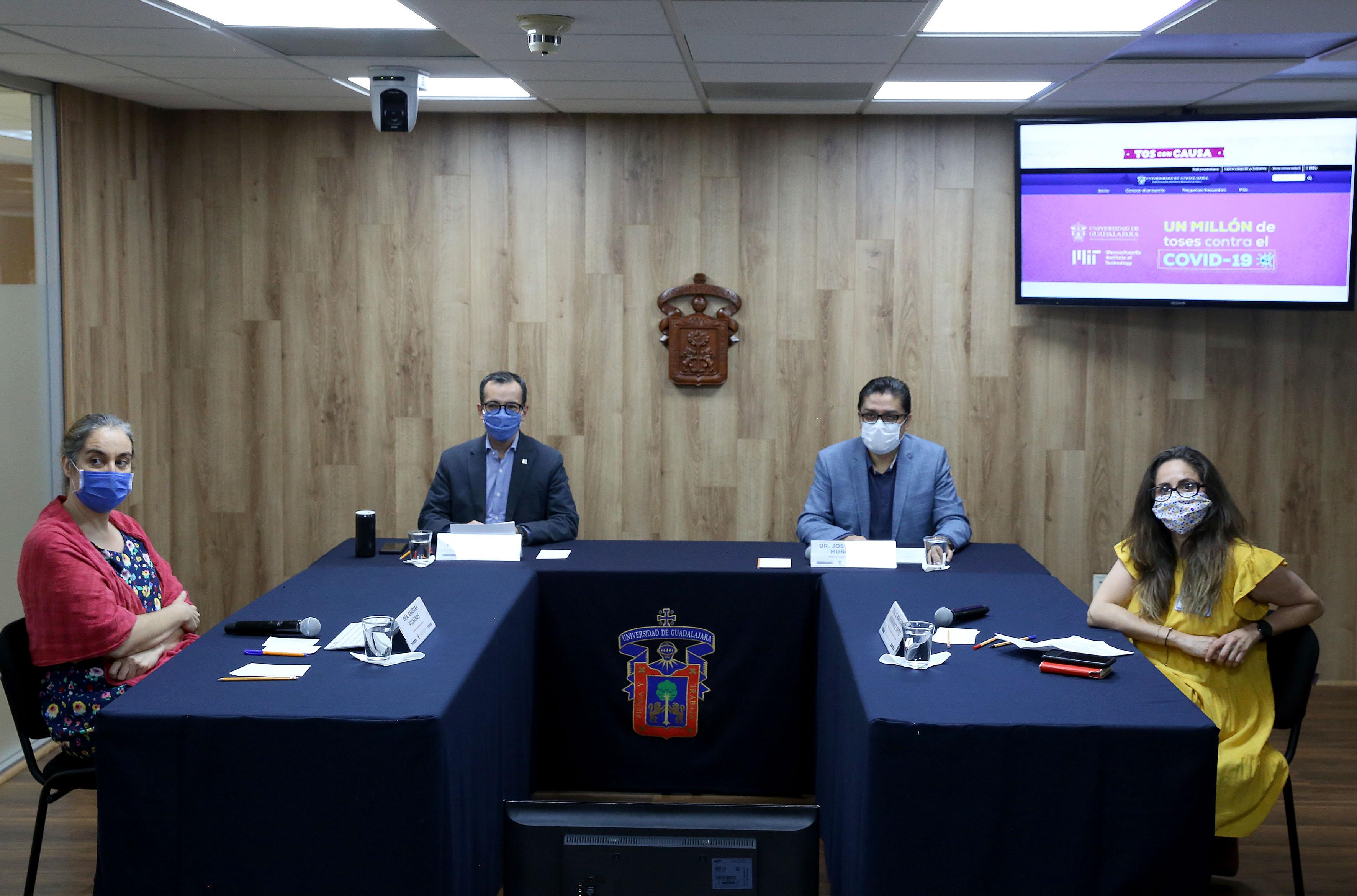 Integrantes de la mesa del presídium en la rueda de prensa