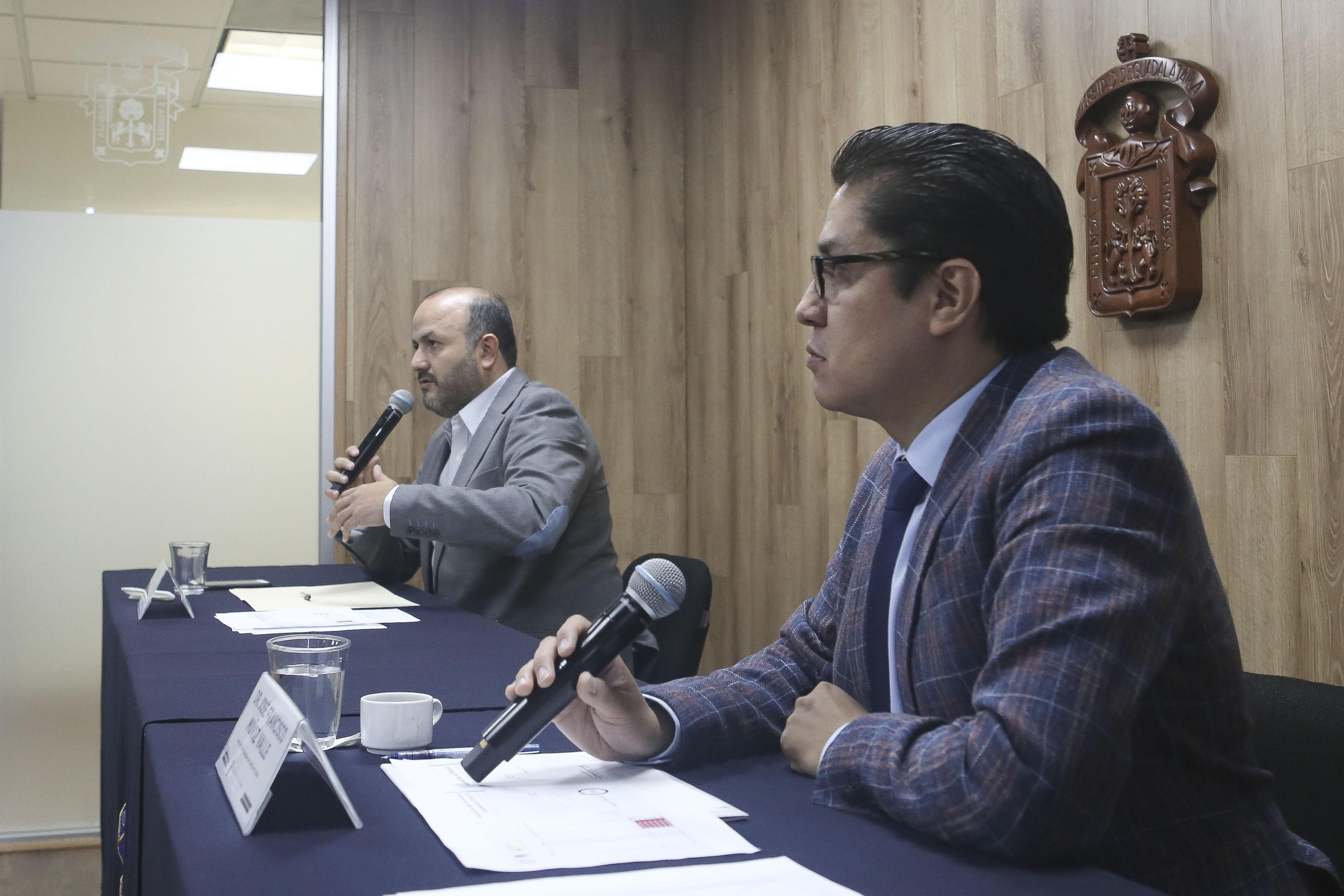Ambos rectores en la mesa del presídium durante la Rueda de Prensa