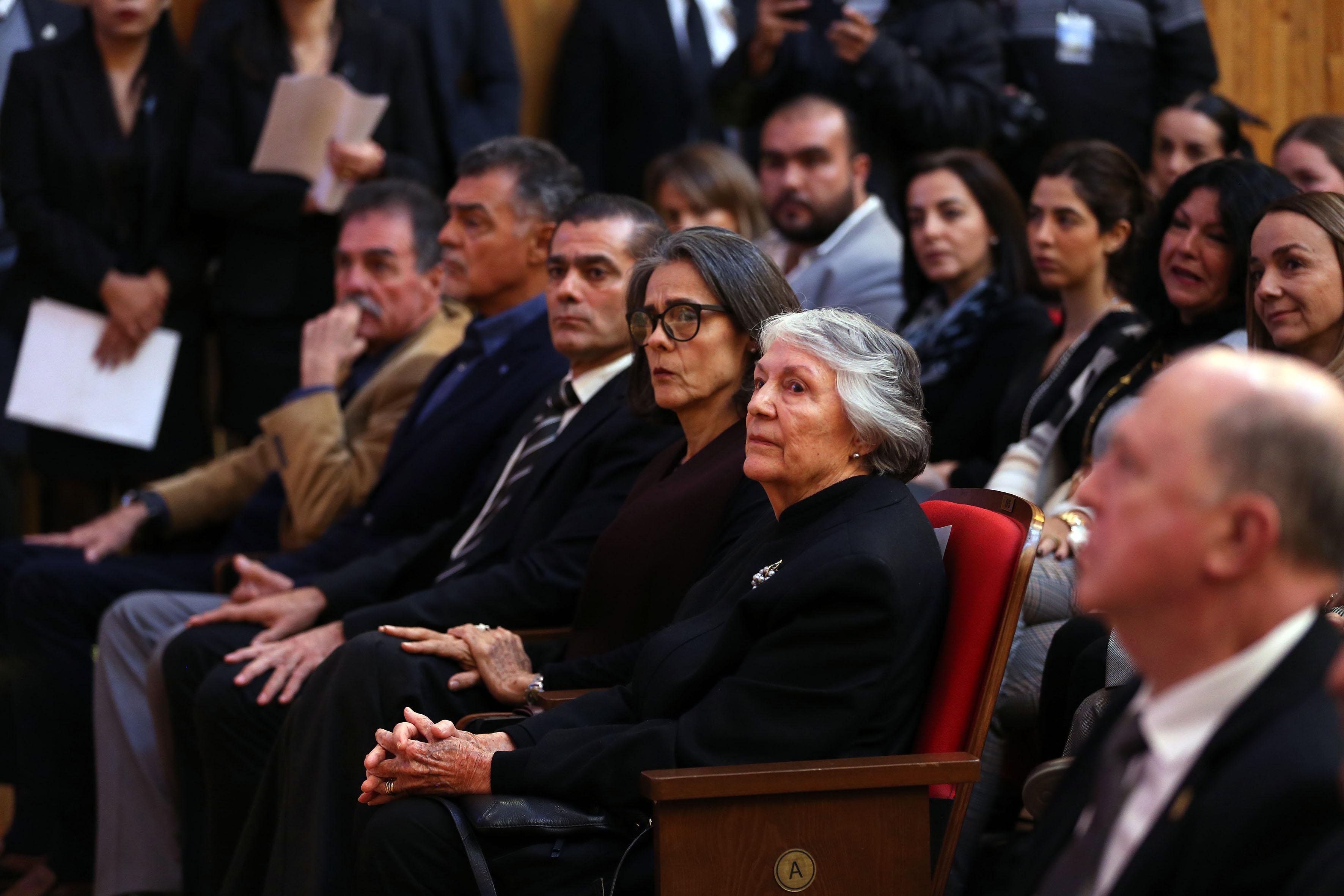 Familiares del Dr. Mario Rivas S. en primera fila del Paraninfo