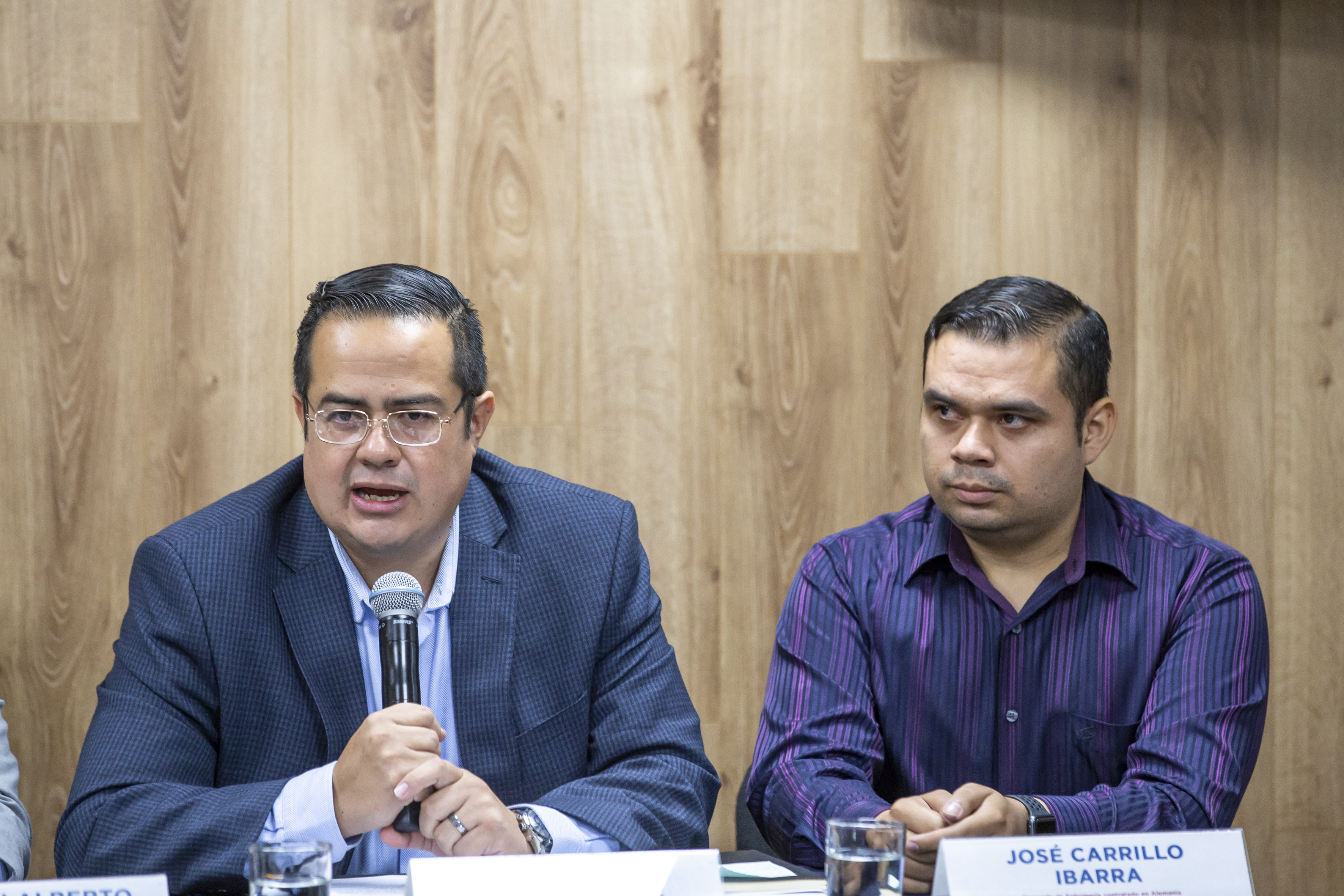 Director general del Servicio Nacional de Empleo en Jalisco haciendo uso de la palabra en rueda de prensa