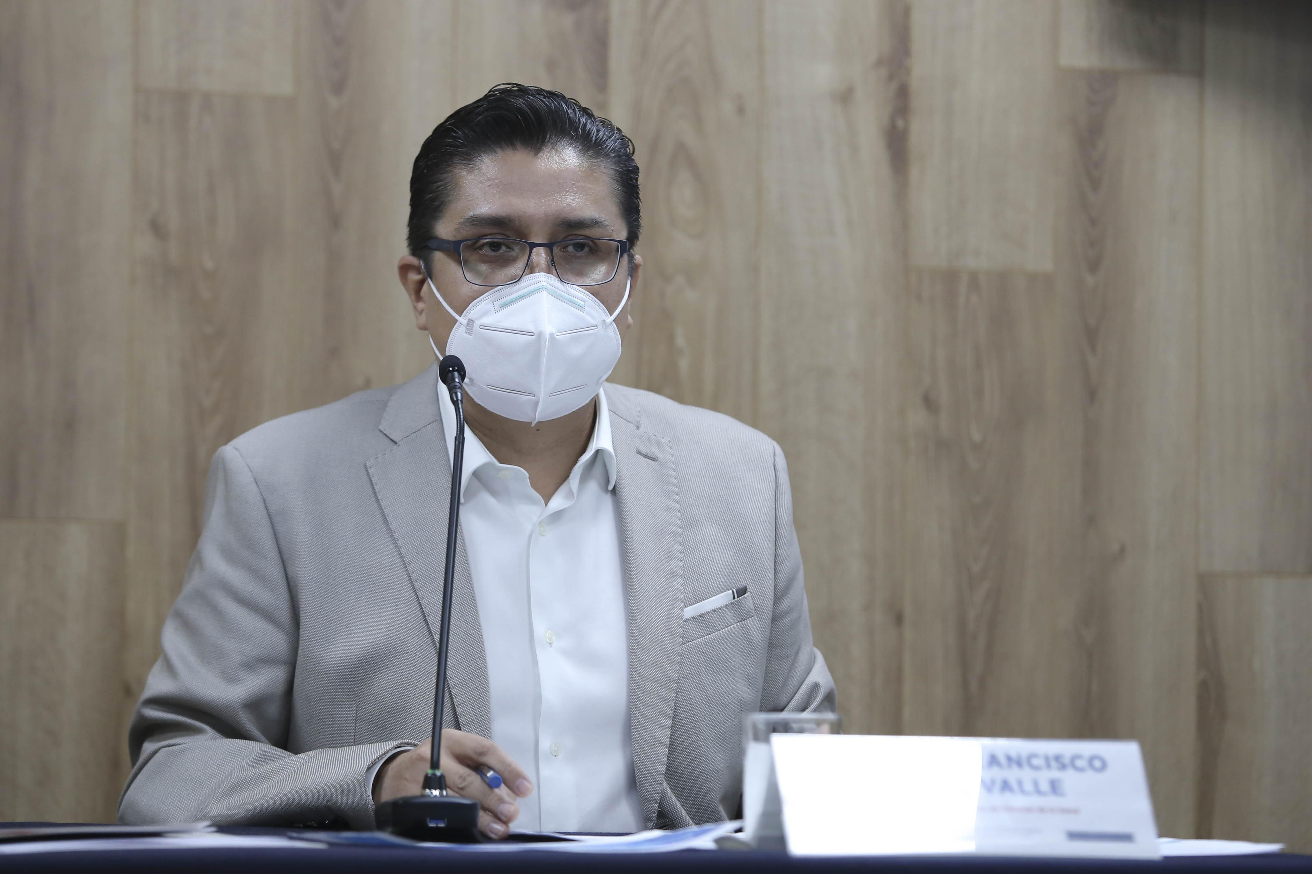 Rector del CUCS participando en la rueda de prensa