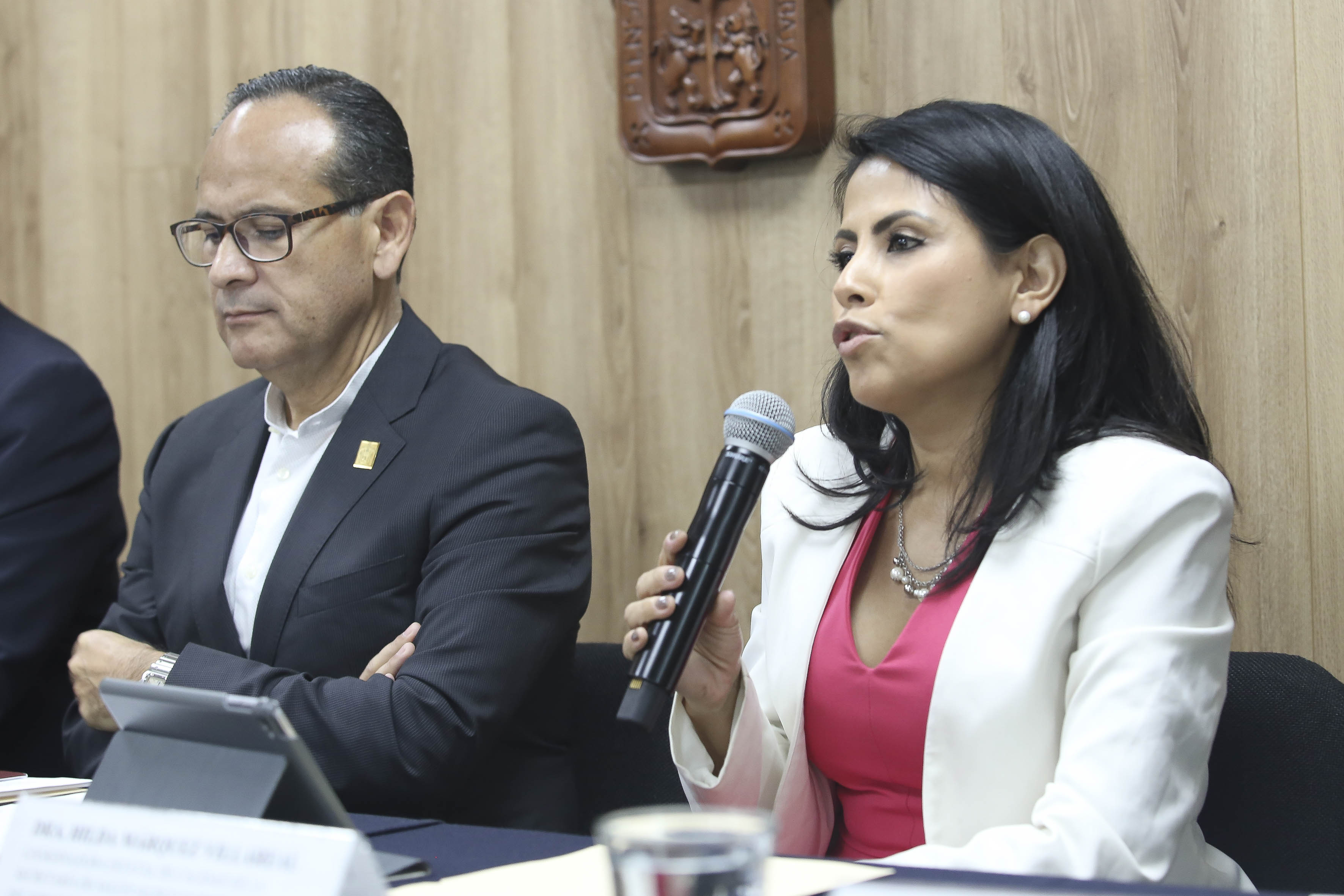 Directora de Calidad de la Secretaría de Salud haciendo uso de la voz