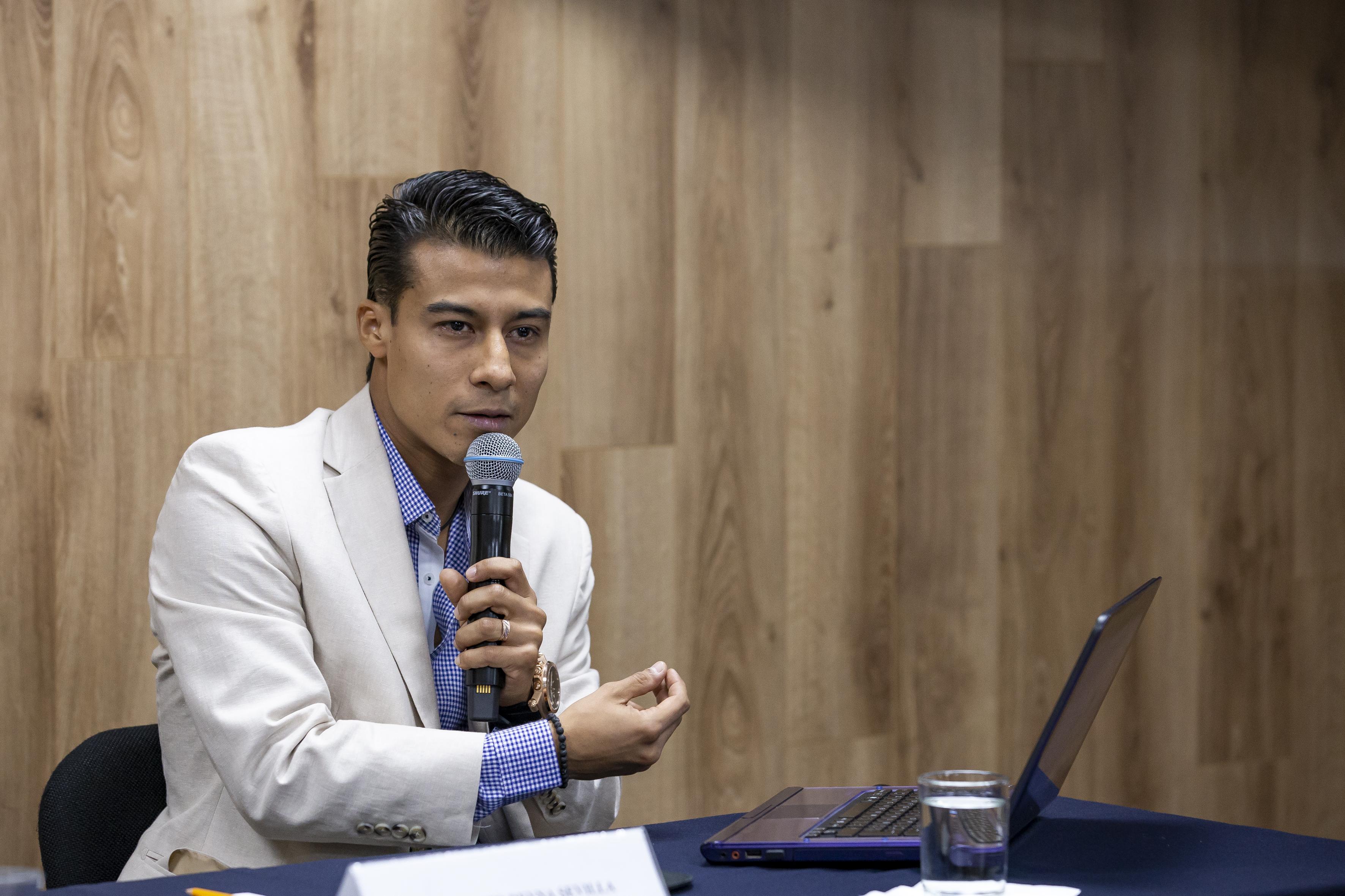 Mtro. Antonio Reyna en toma individual