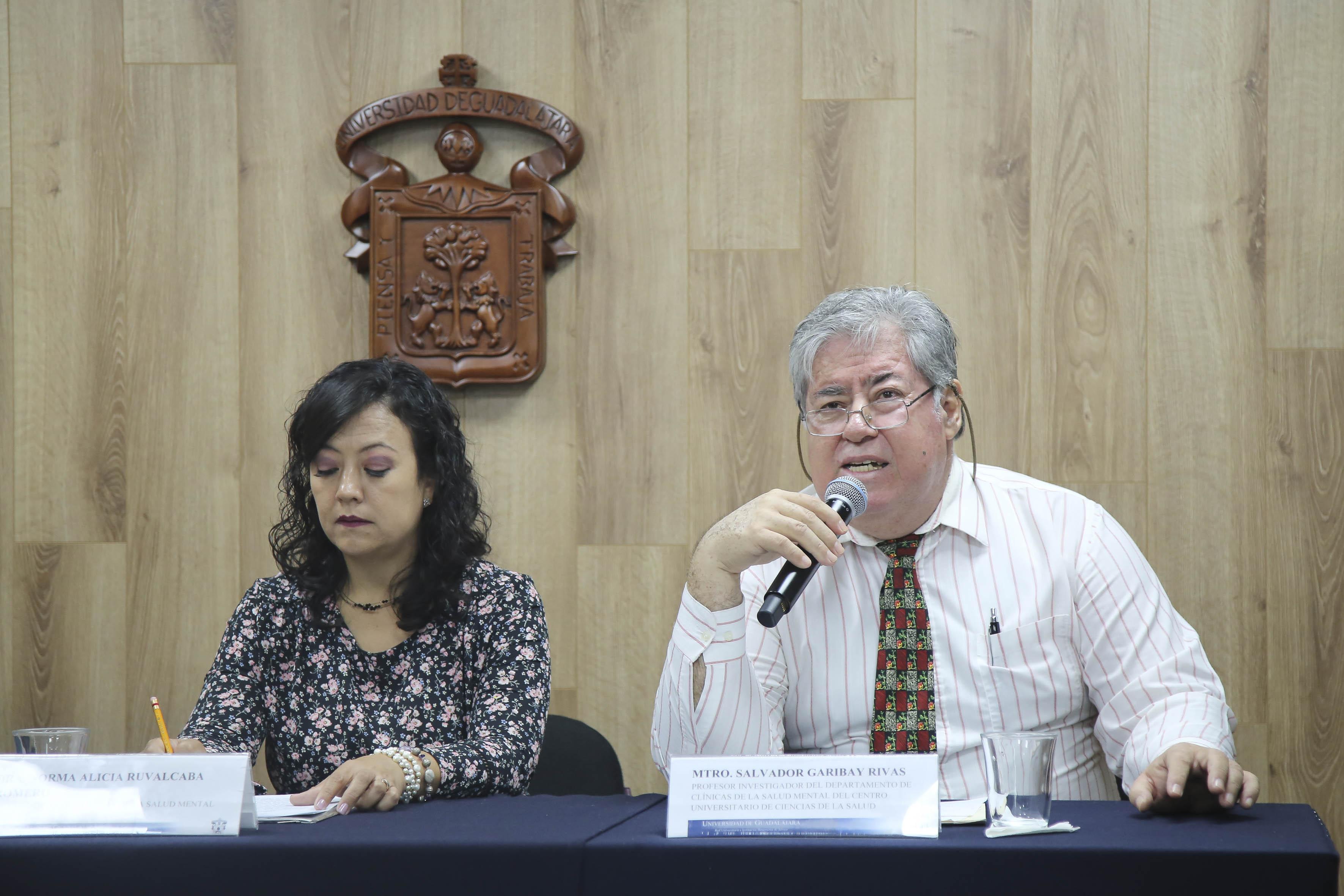 Al micrófono el Mtro Salvador Garibay
