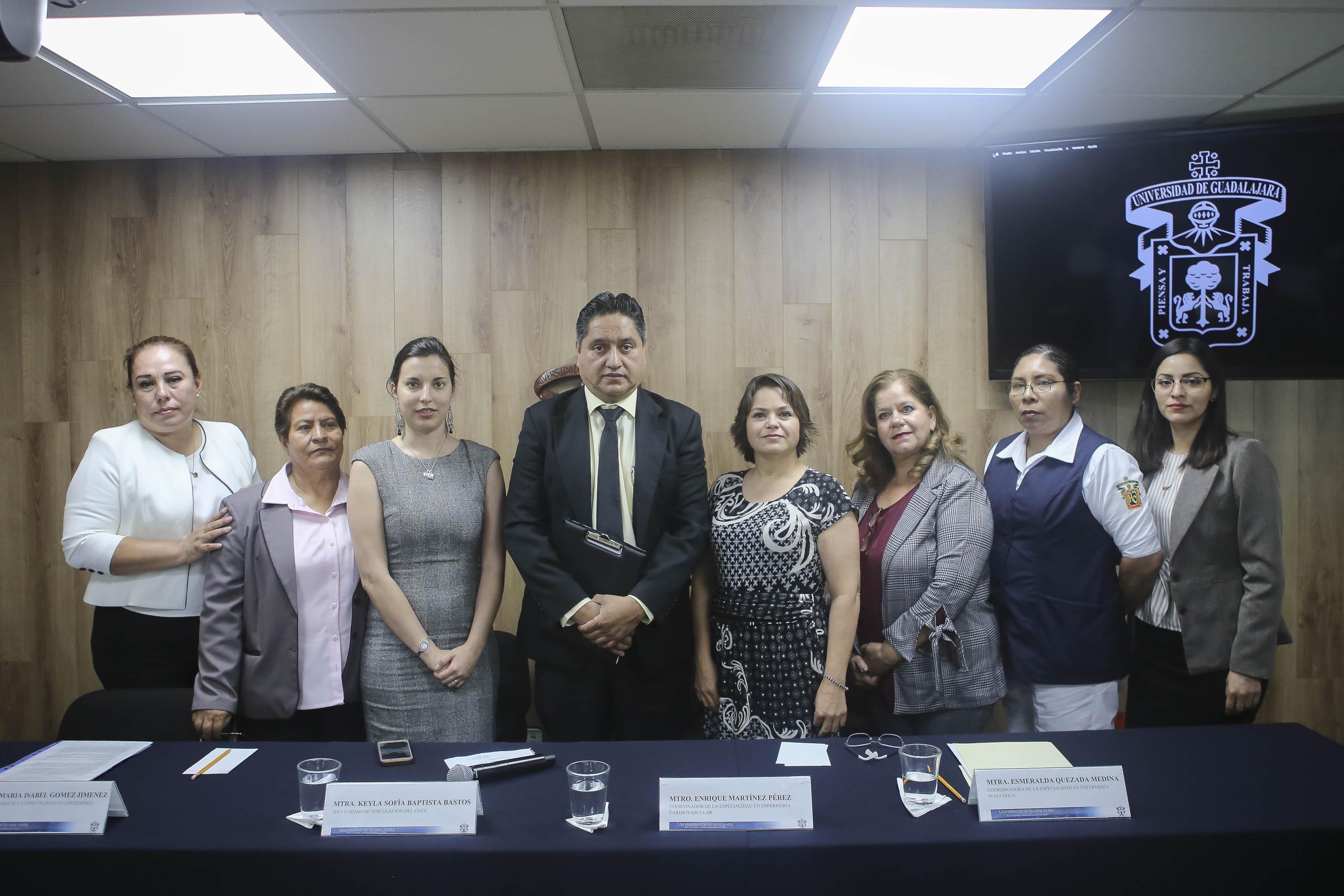 Foto grupal de ponentes al término de la rueda de prensa