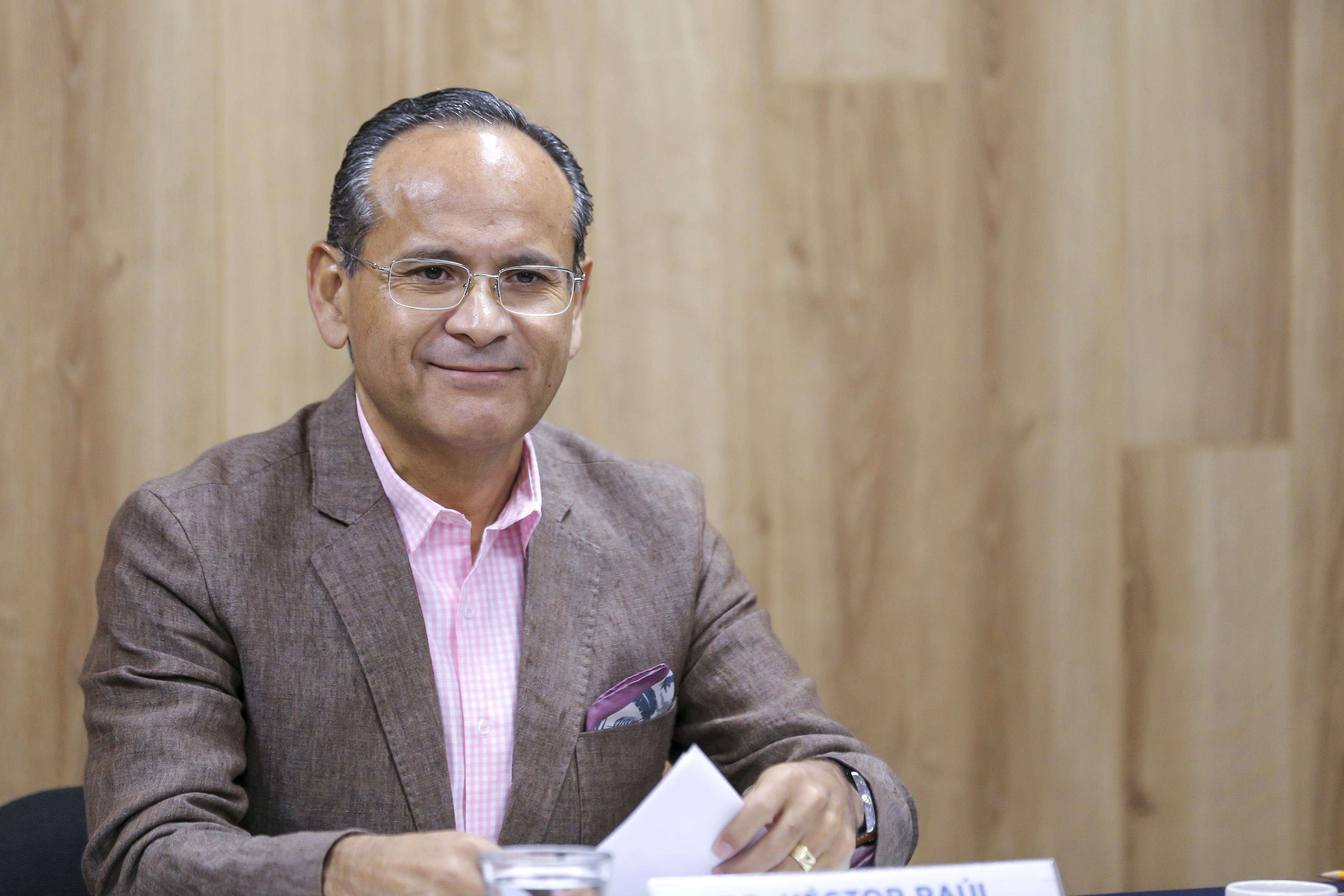 Director de la División de Disciplinas Clínicas del CUCS durante la Rueda de Prensa