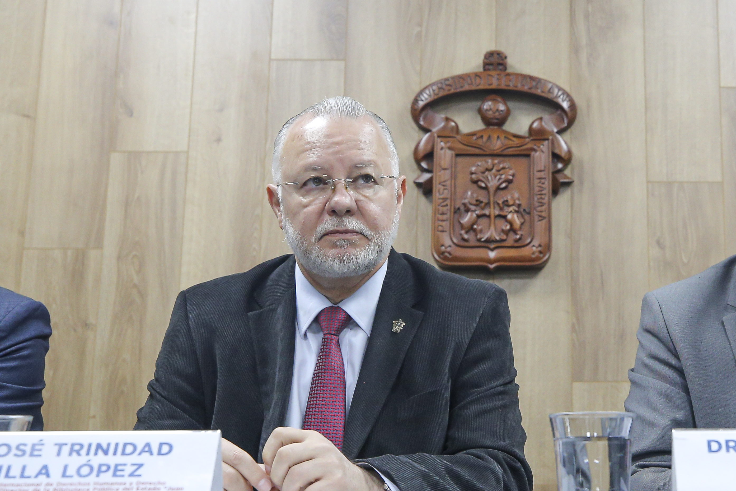 Mtro. Trinidad Padilla, foto individual