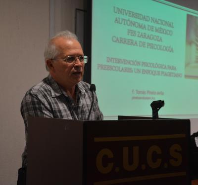 Dr. Alfredo Celis aperturando el Conversatorio
