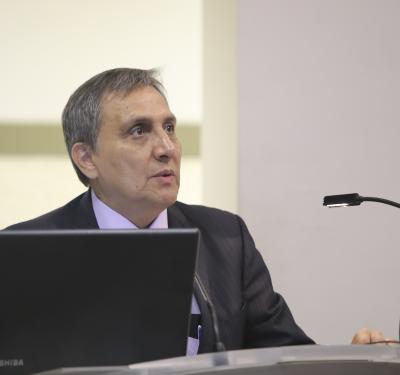 Dr. Guillermo Aréchiga Ornelas ofreciendo discurso
